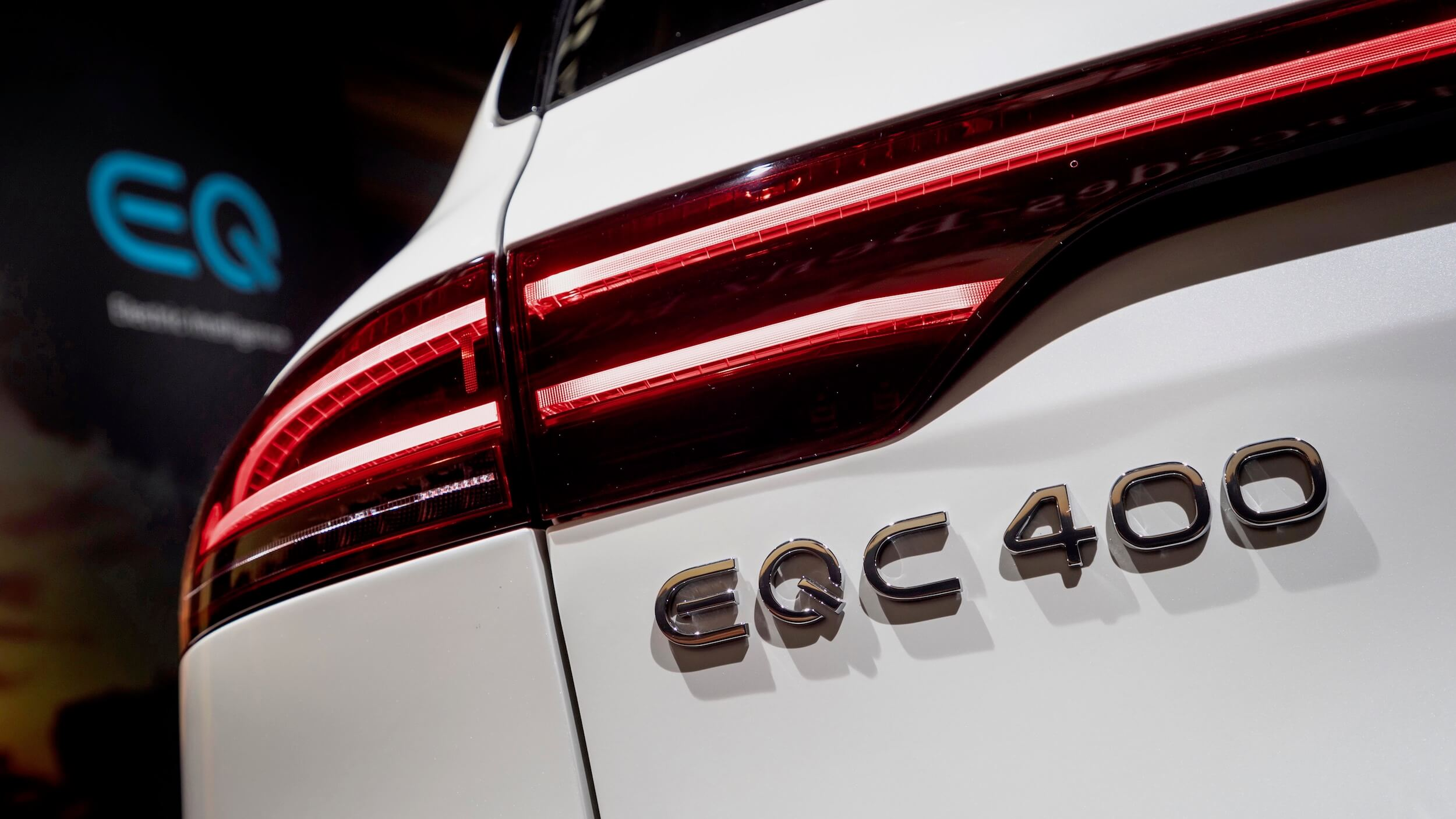 Mercedes EQC 400 logotipo