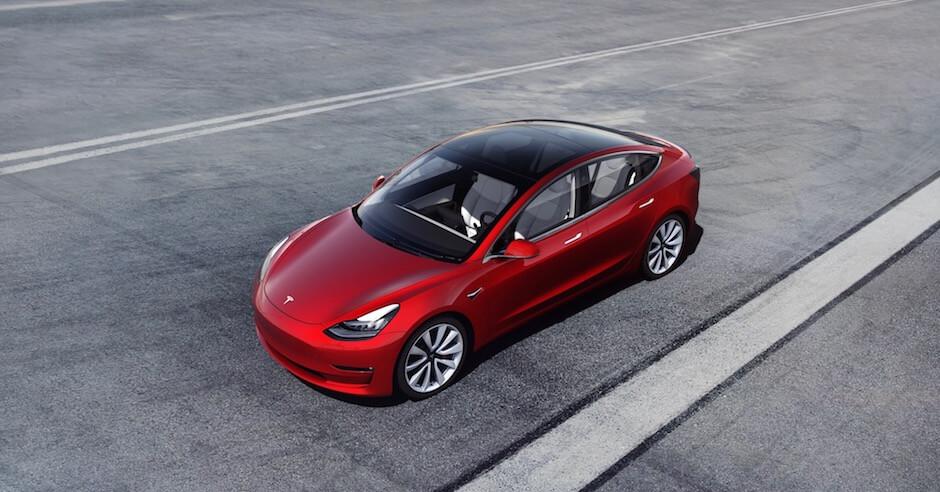 Tesla Model 3 vermelho