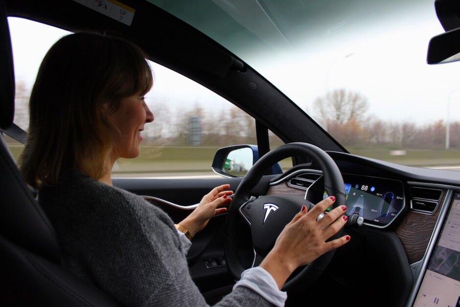 Usar Tesla Autopilot