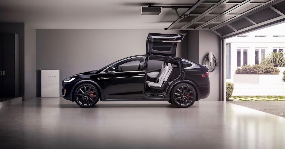 Tesla Model X portas abertas