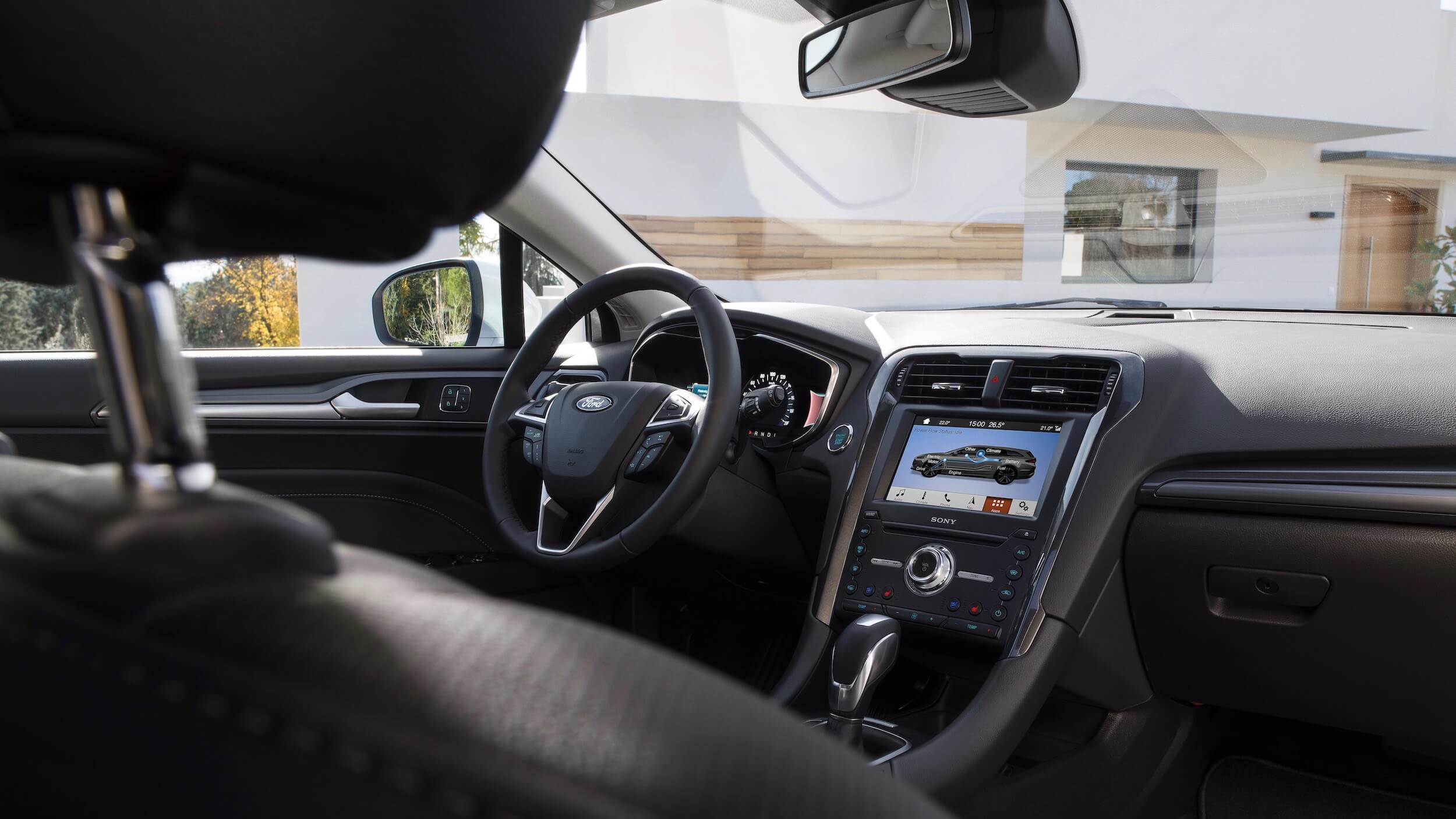 Ford Mondeo dashboard e interior