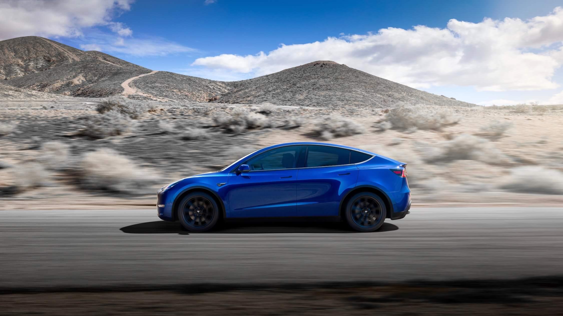 carro elétrico Tesla Model Y azul