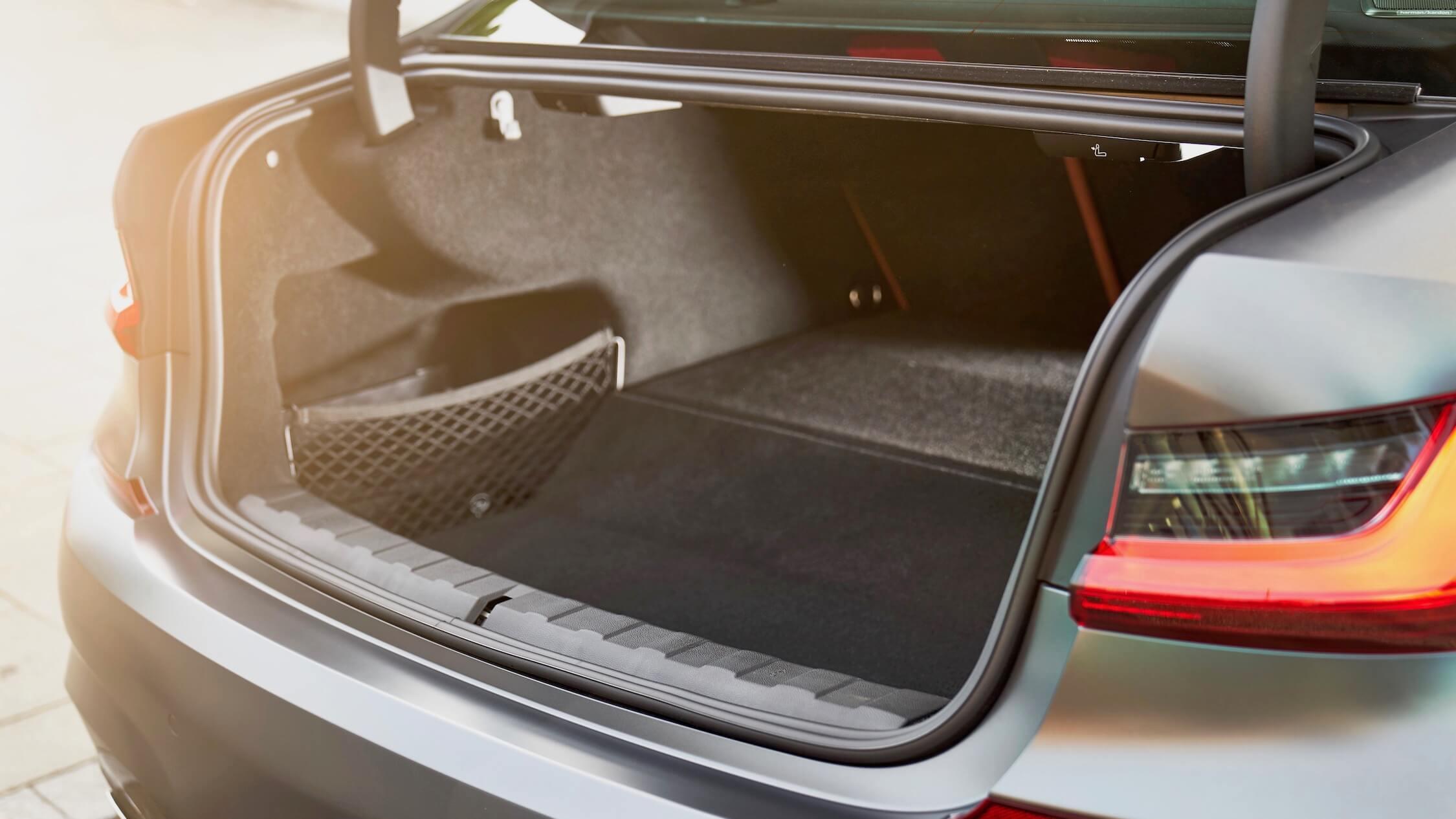 BMW 330e bagageira