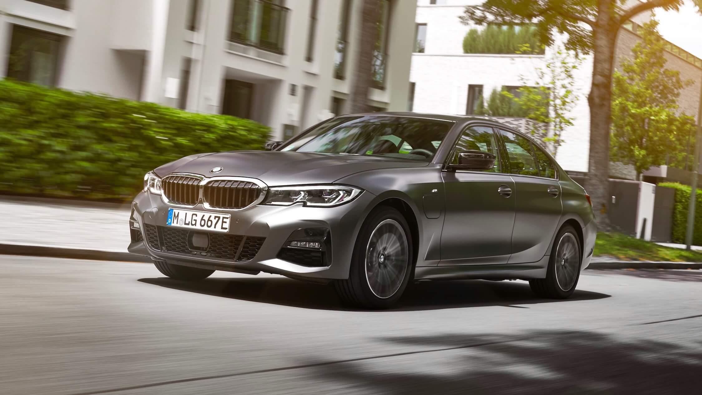 BMW 330e cinzento