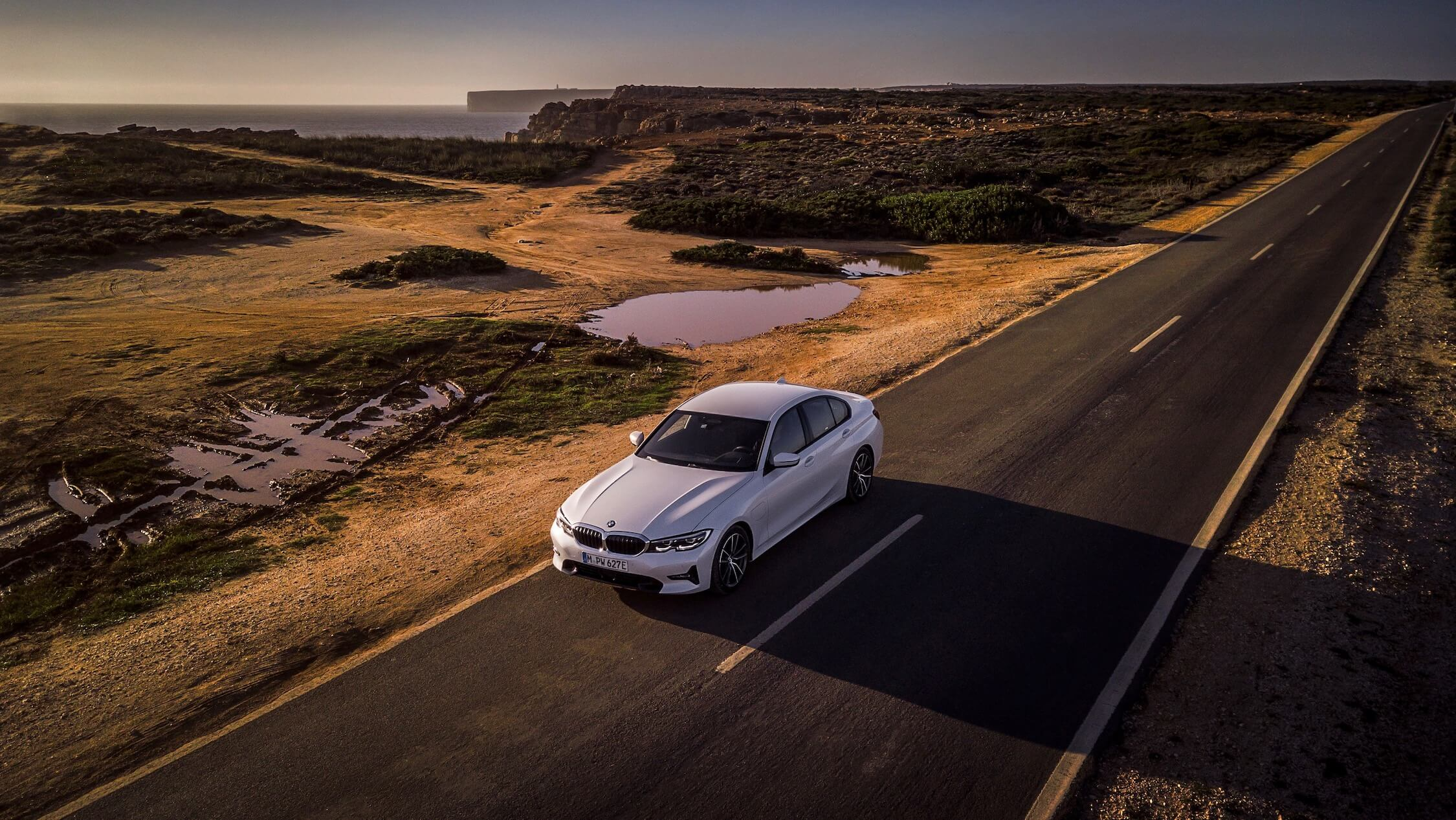 BMW 330e na estrada