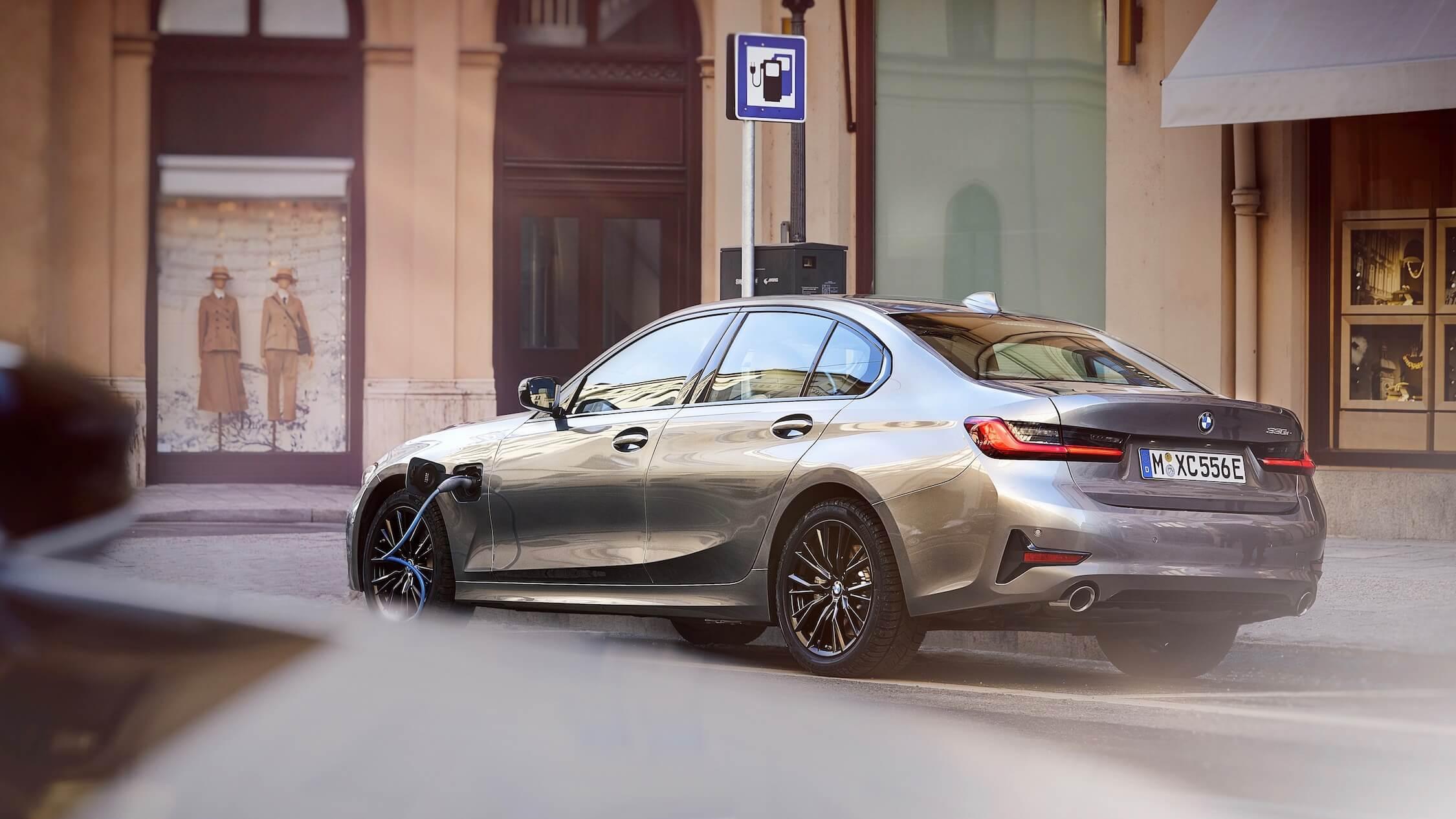 BMW 330e novo
