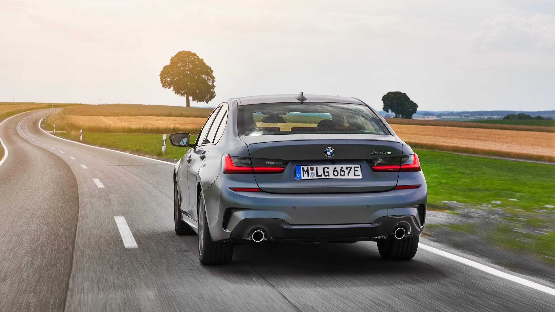 BMW 330e traseiro