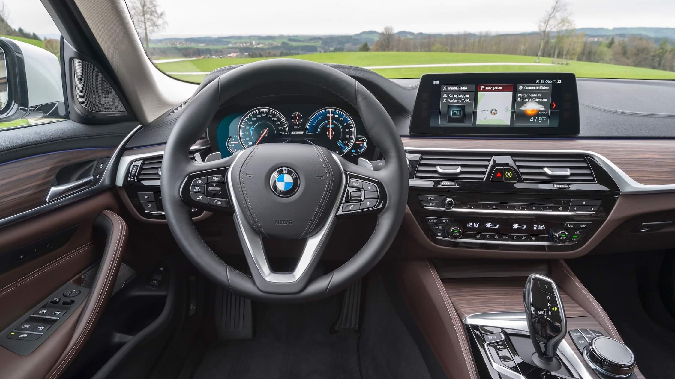 BMW 530e híbrido volante