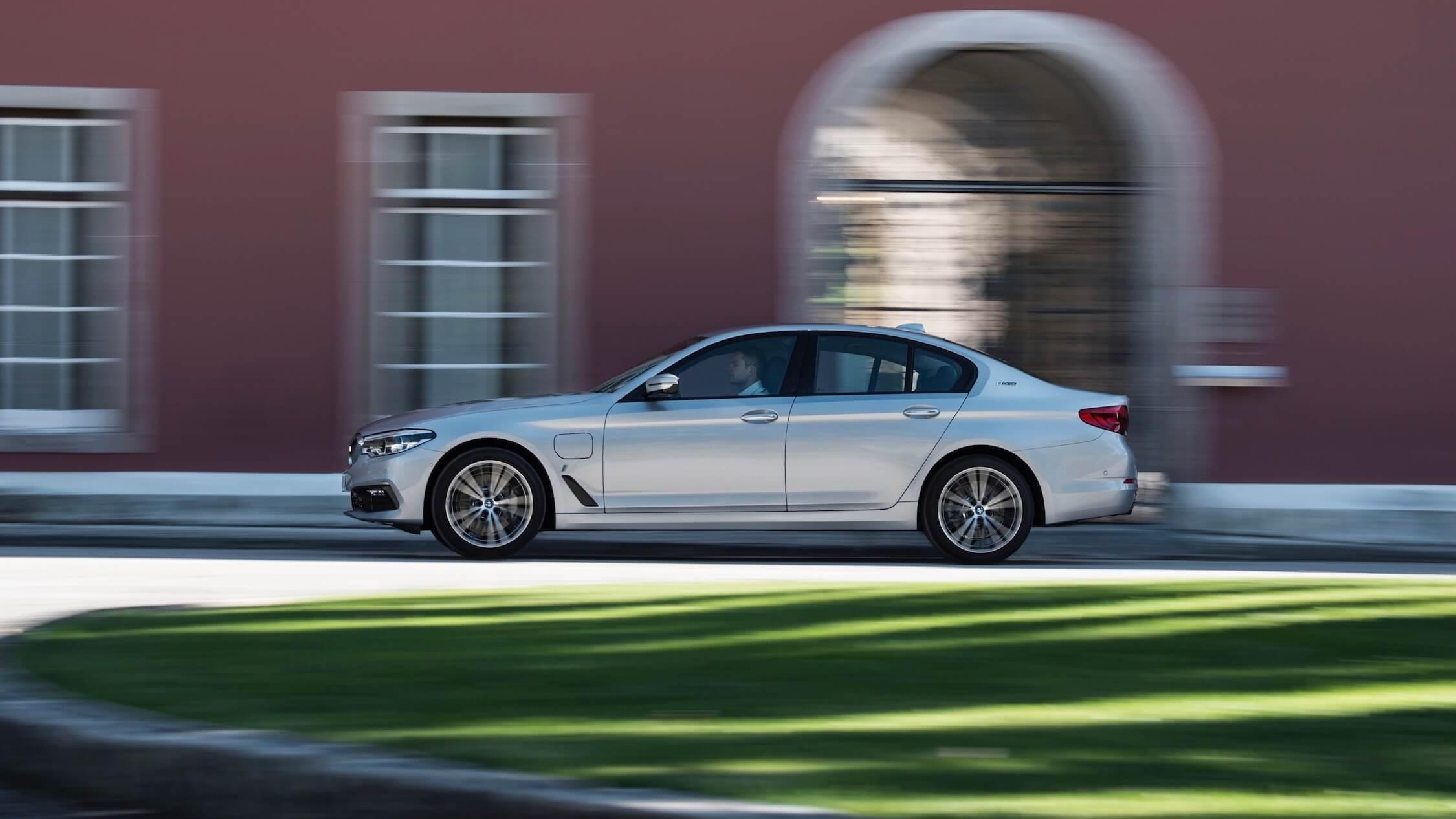 BMW 530e perfil