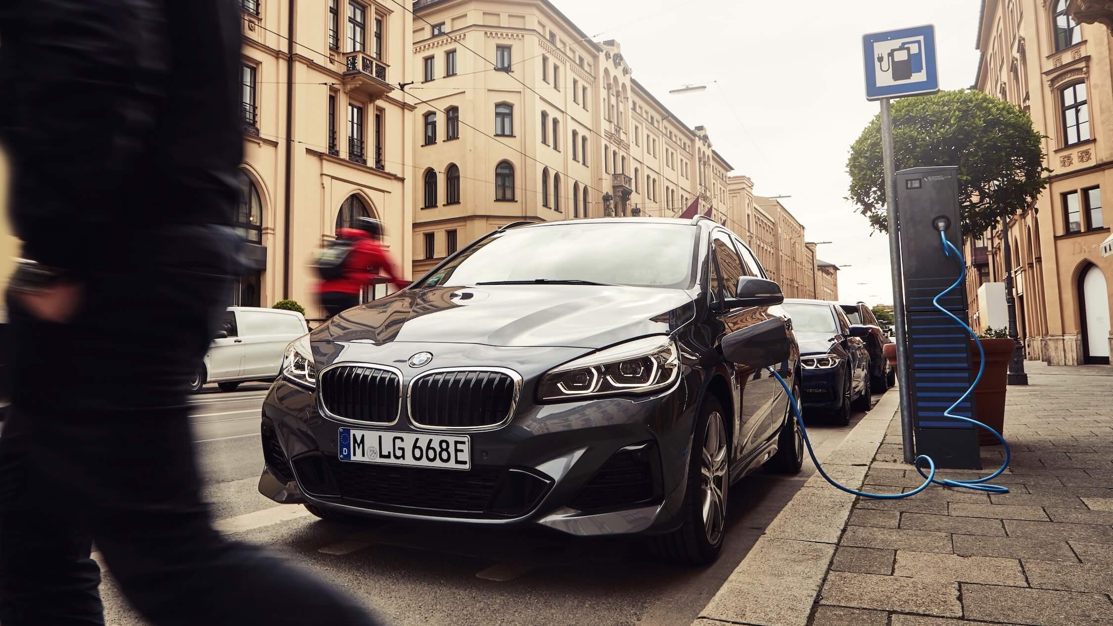 Carregar BMW 225xe híbrido