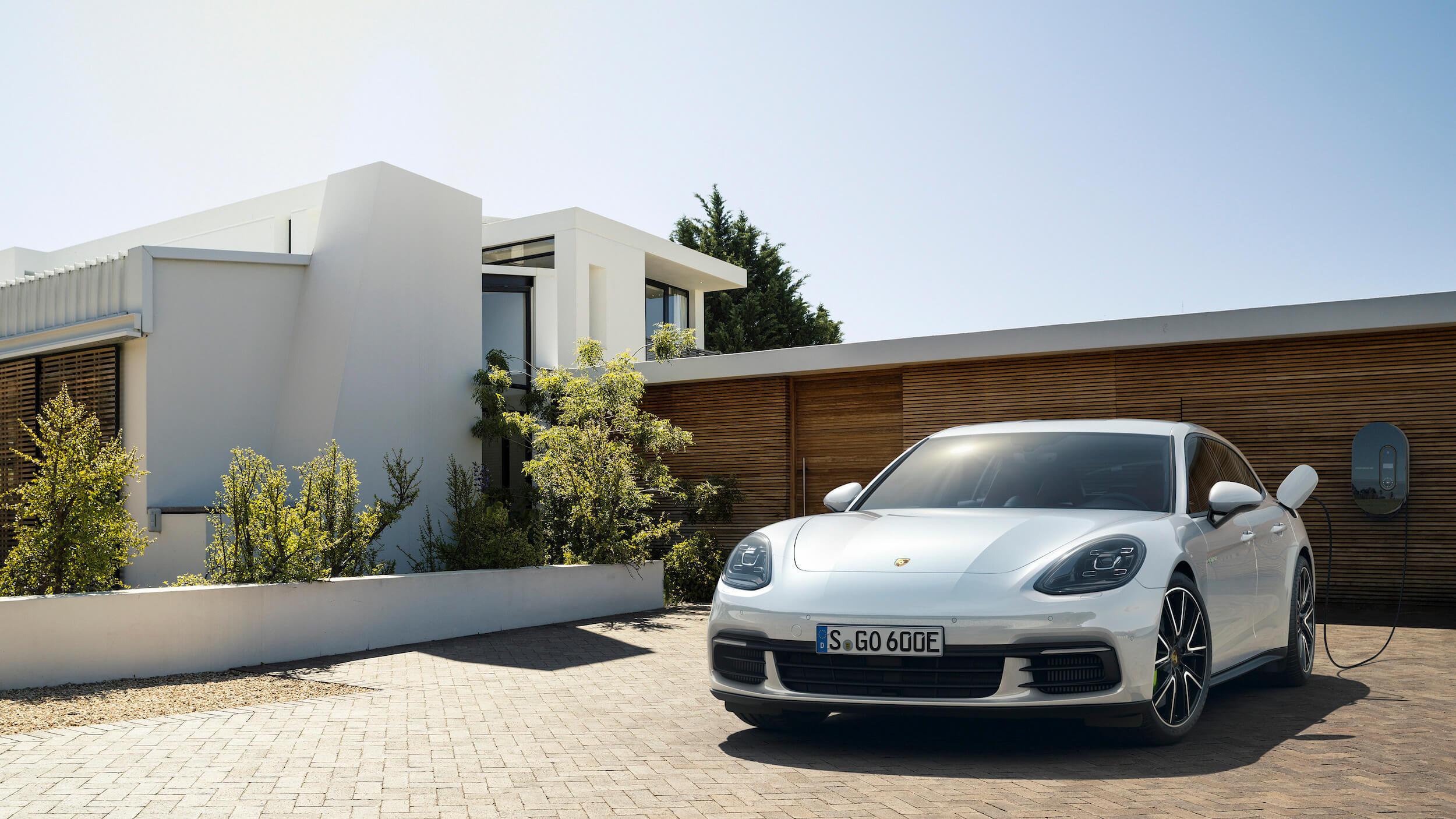 Carregar o Porsche Panamera híbrido