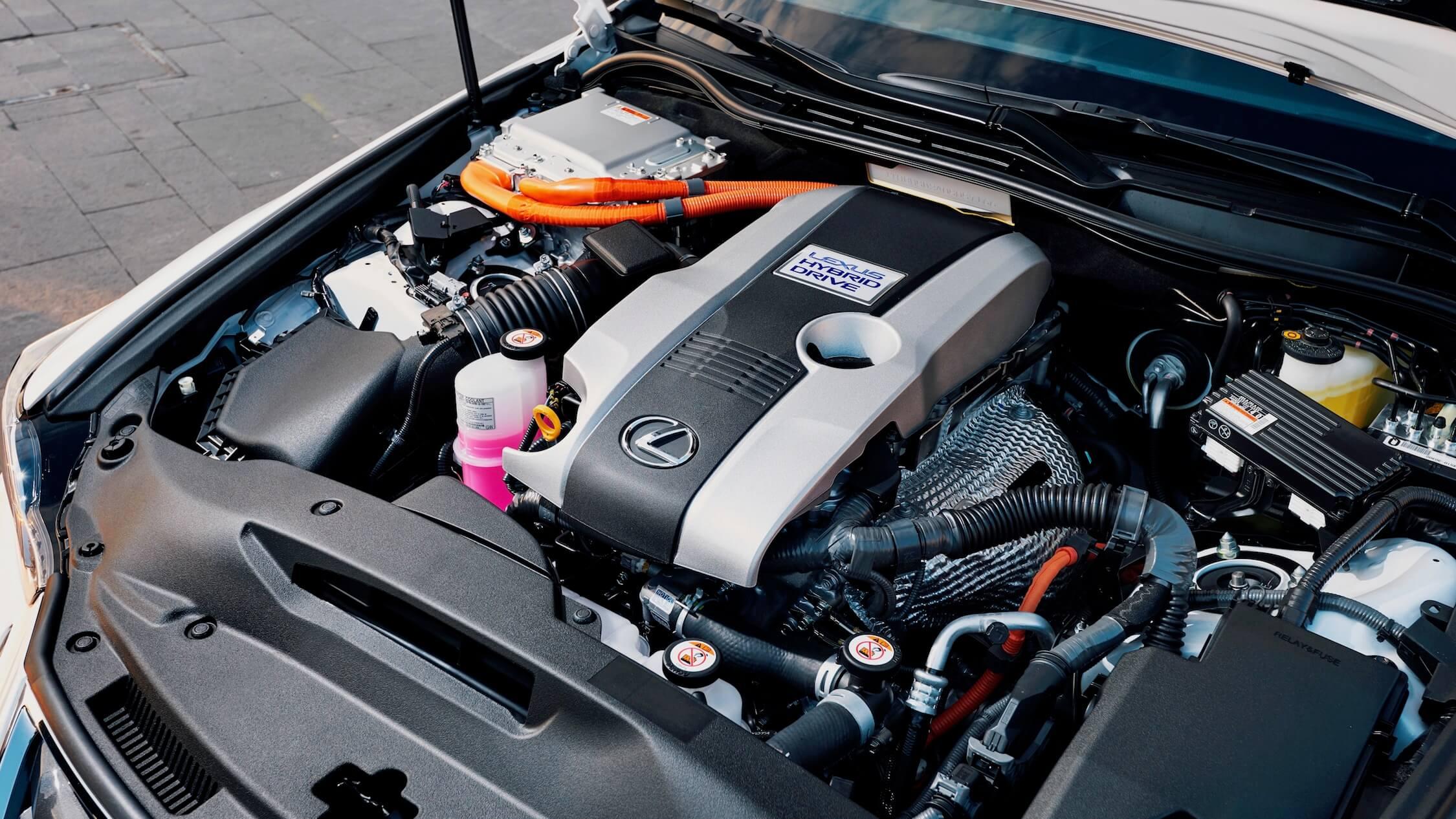 Lexus IS 300h motor híbrido