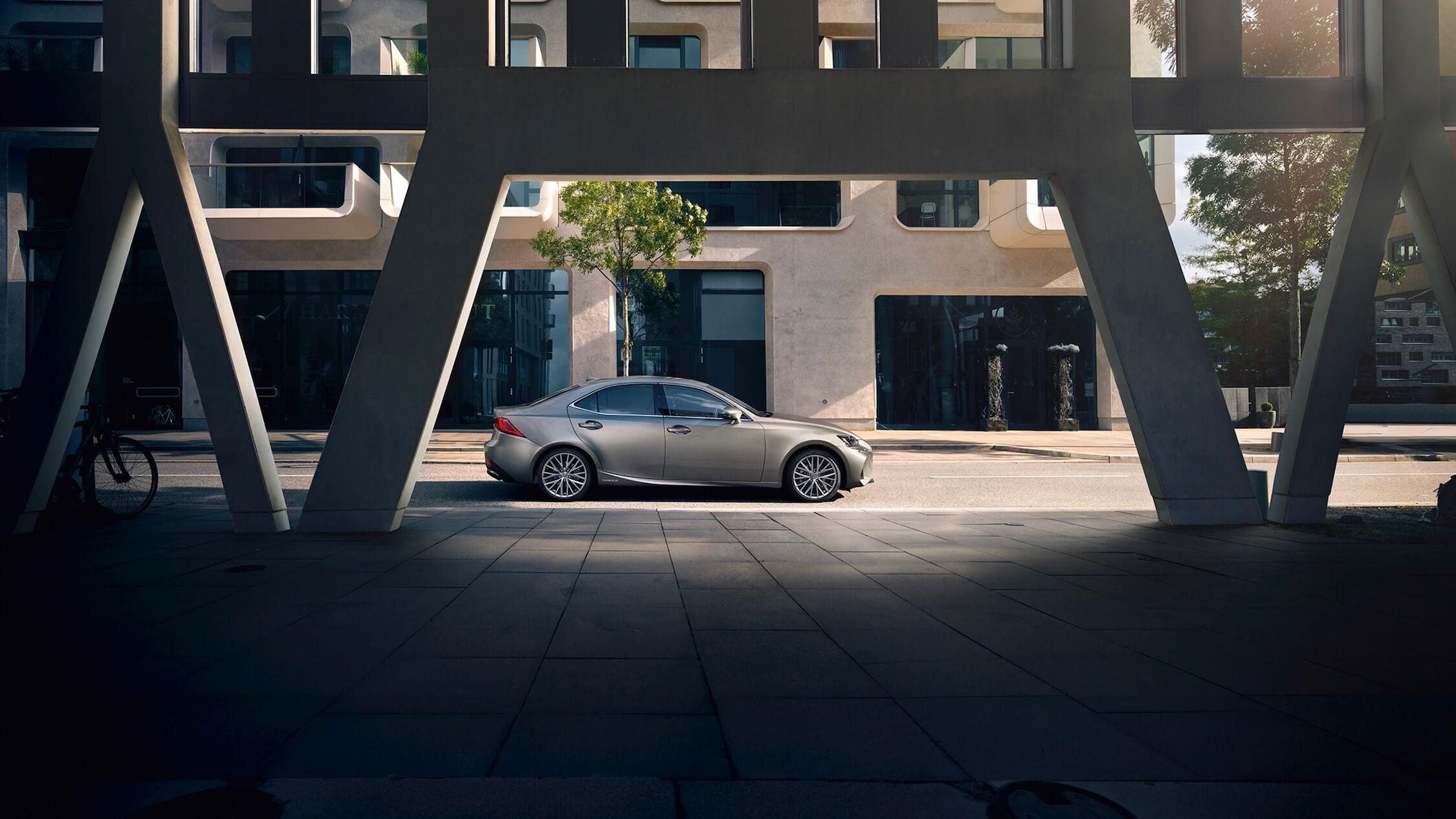 Lexus IS 300h perfil