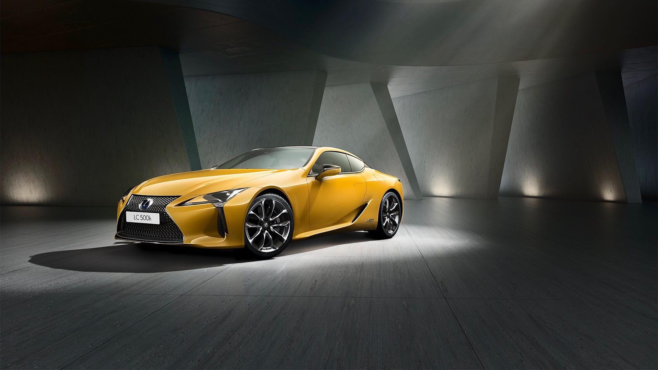 Lexus LC 500h amarelo