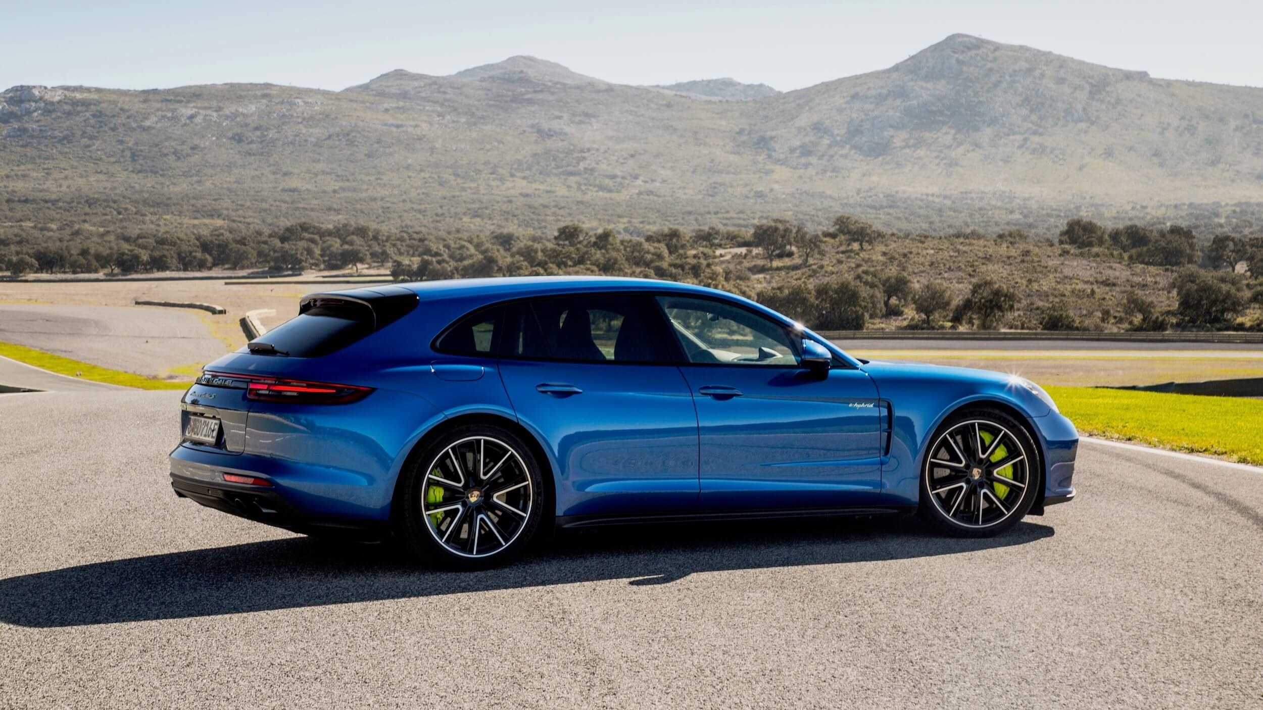 Porsche Panamera Sport Turismo azul