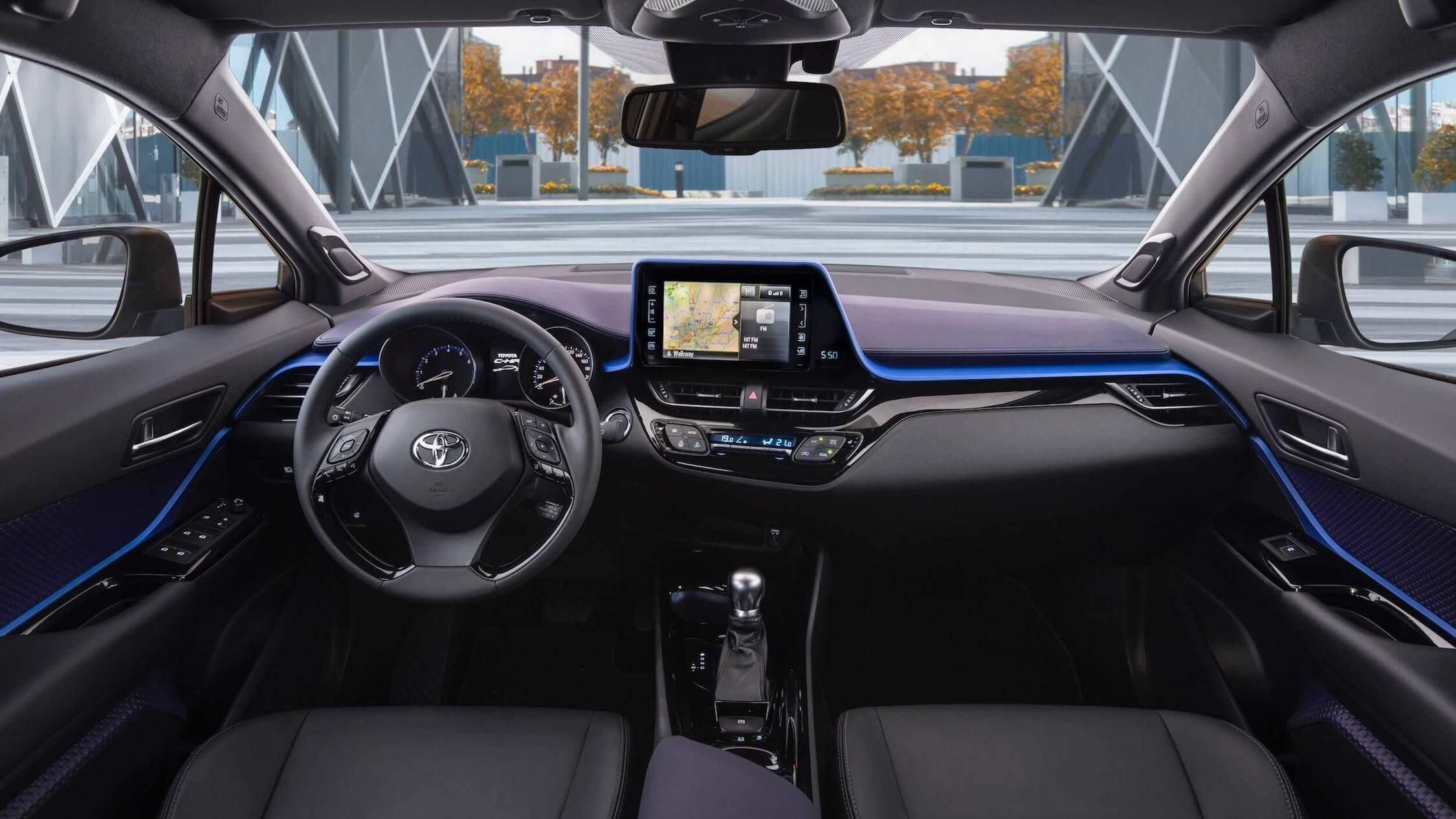 Toyota C-HR híbrido interior