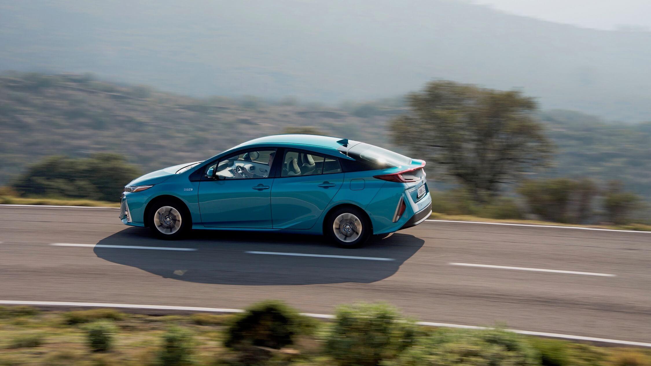Toyota Prius PHV verde