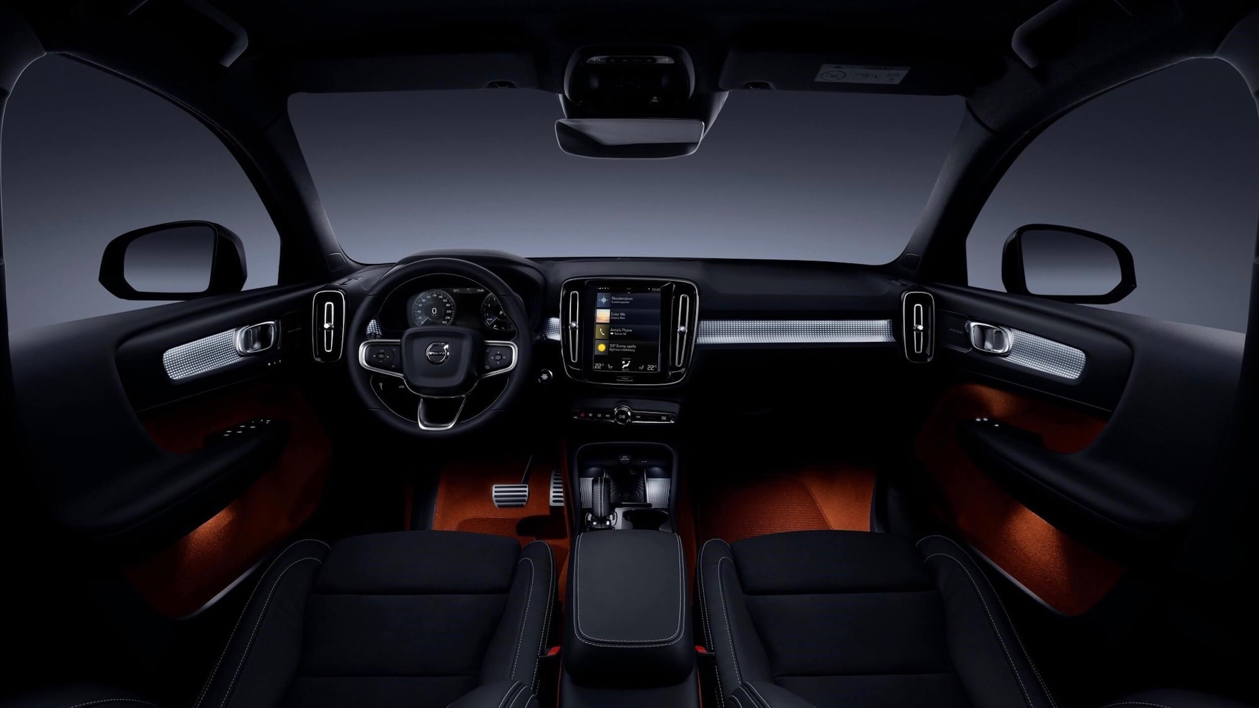 Volvo XC40 PHEV volante e dashboard