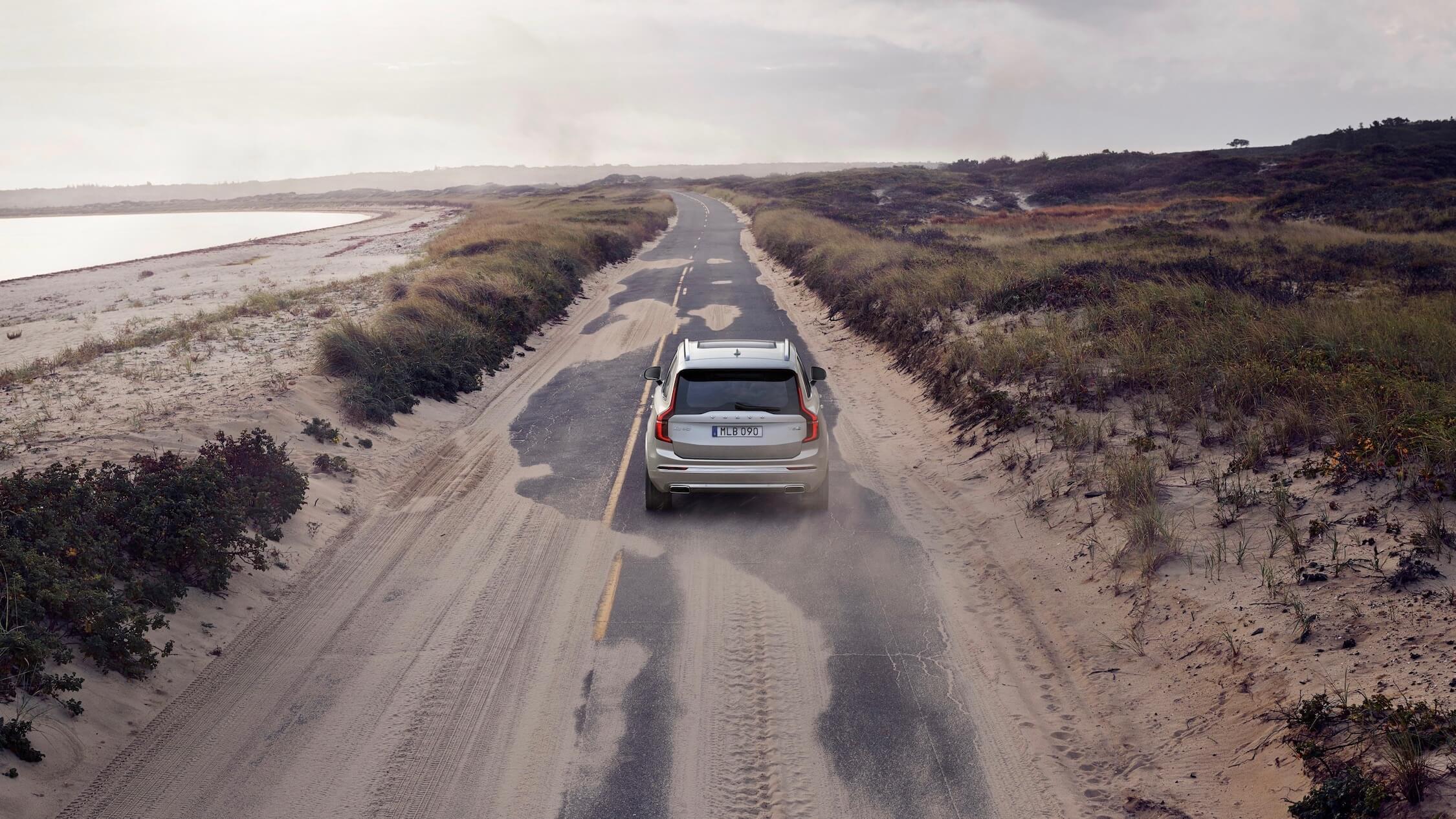 Volvo XC90 PHEV traseiro