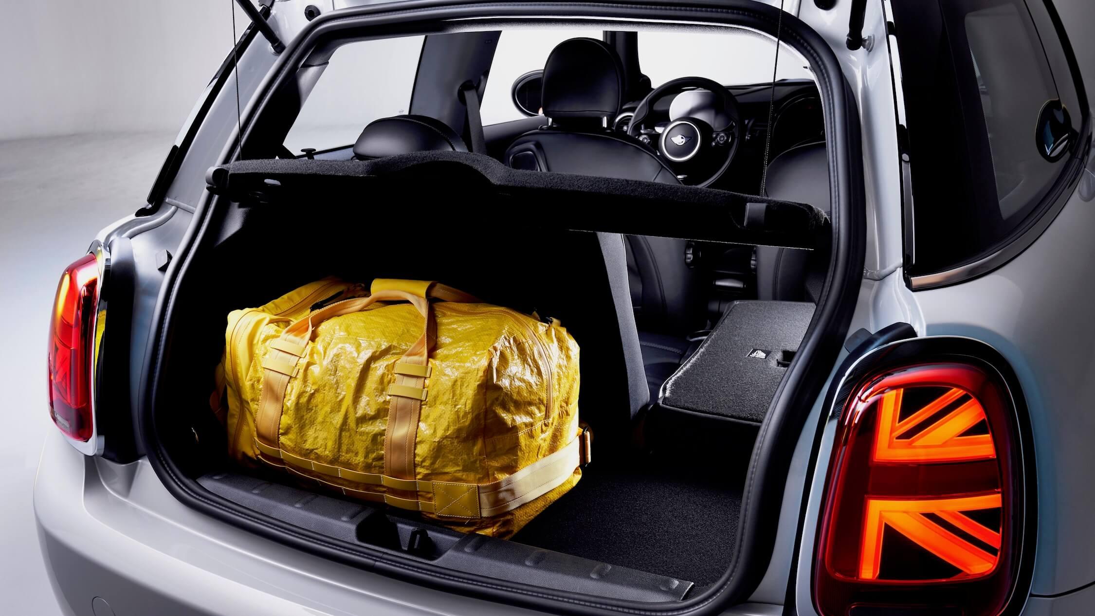 Mini elétrico bagageira