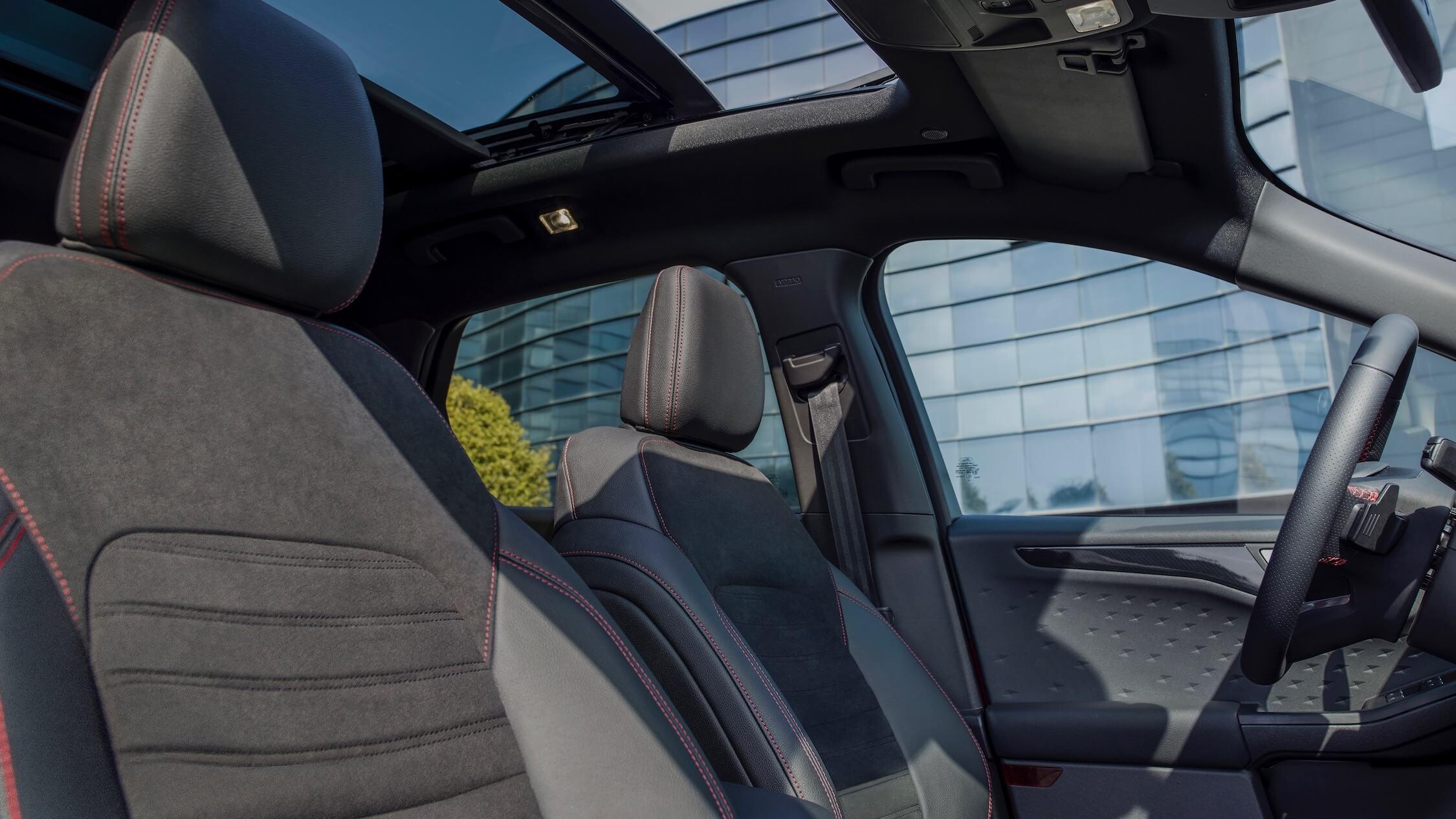 Ford Kuga teto panoramico