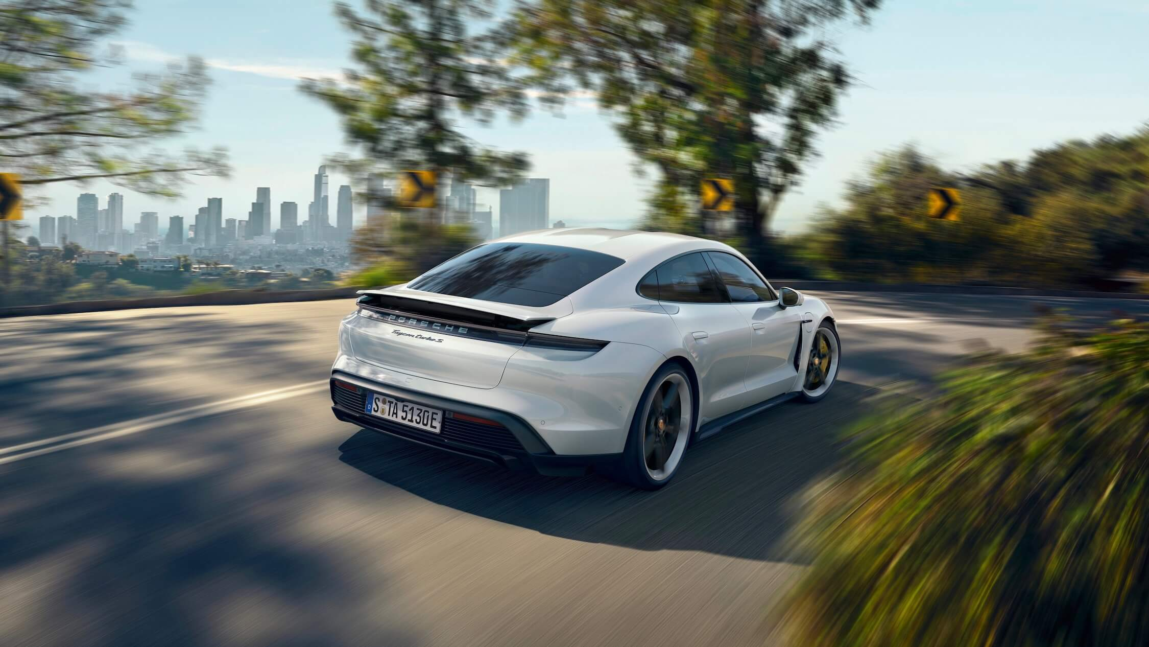 Porsche Taycan Turbo S branco