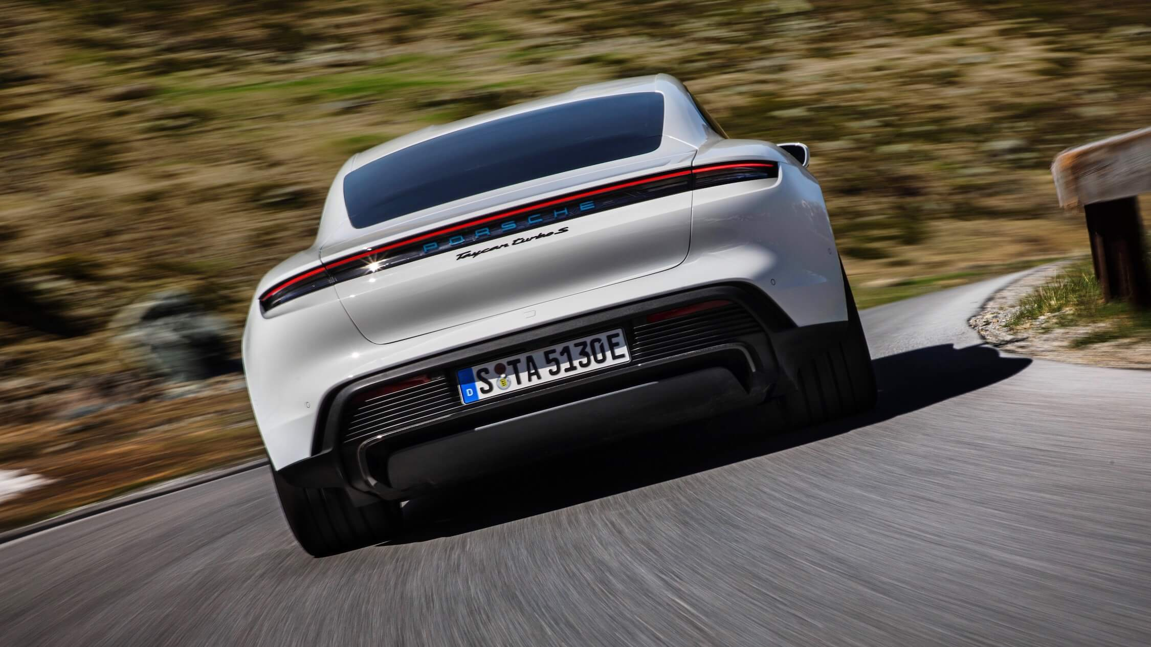 Porsche Taycan elétrico traseiro