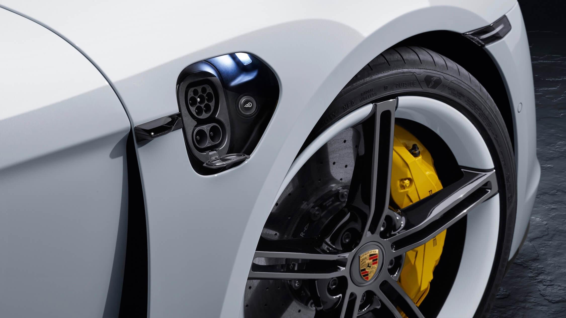 Porsche Taycan ficha