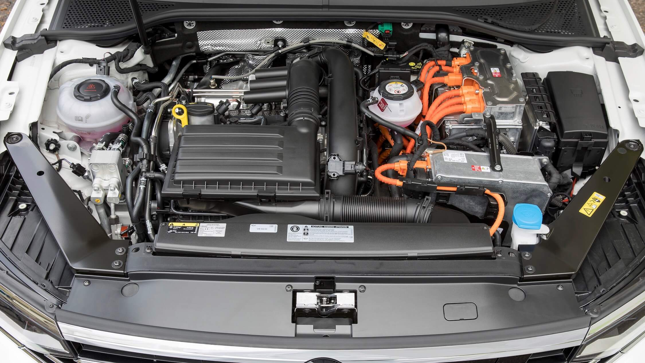 VW Passat GTE motor