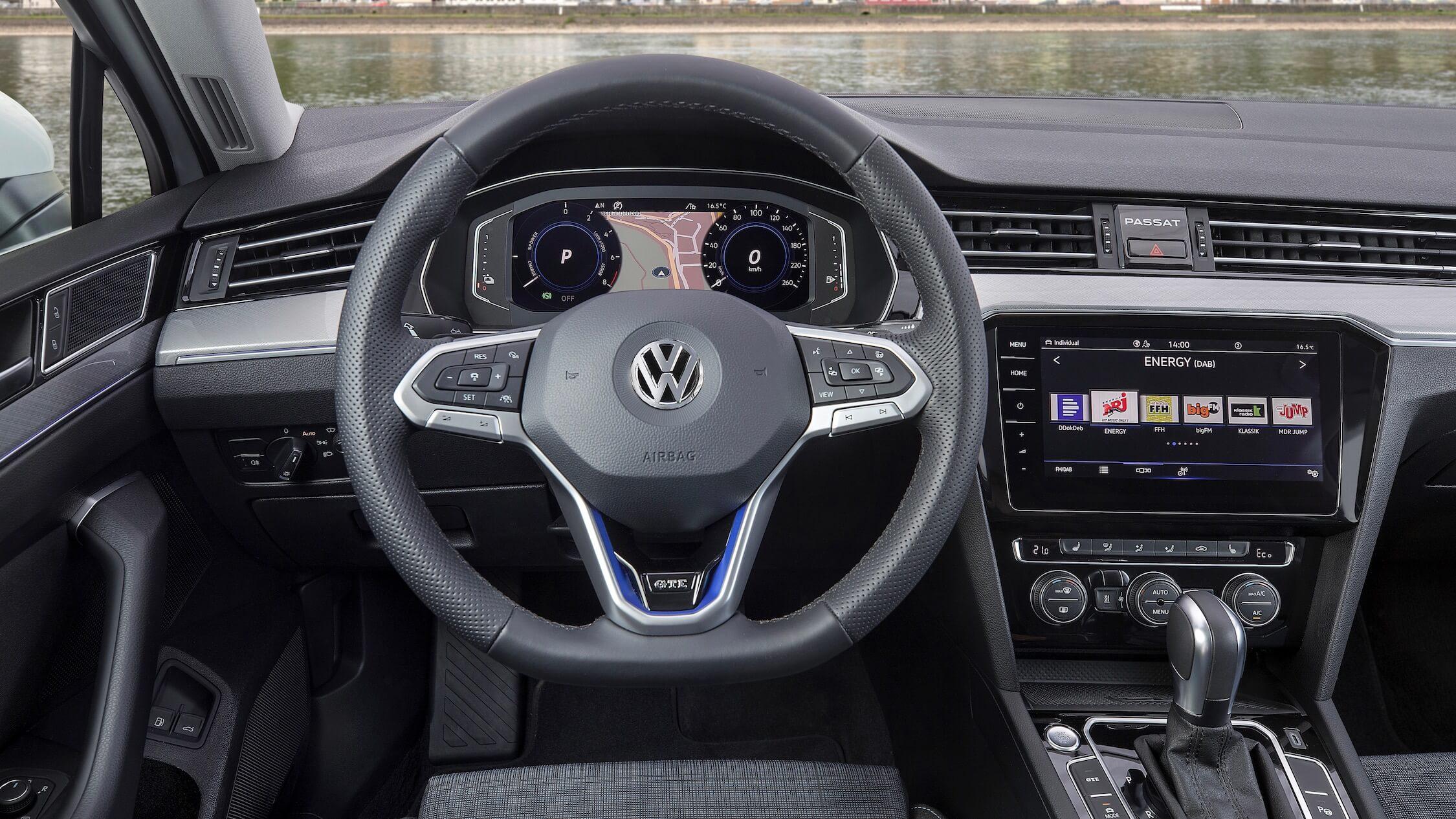 VW Passat GTE volante