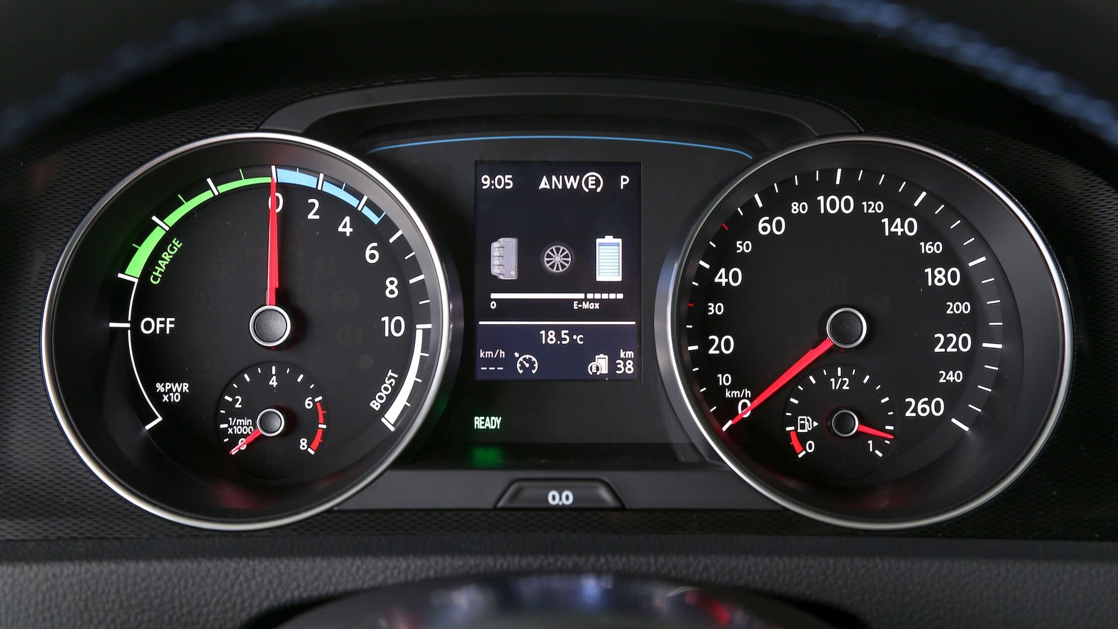 Volkswagen Golf GTE contador de velocidad