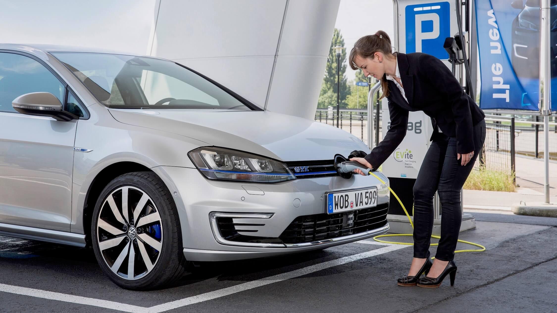 Volkswagen Golf híbrido carregar