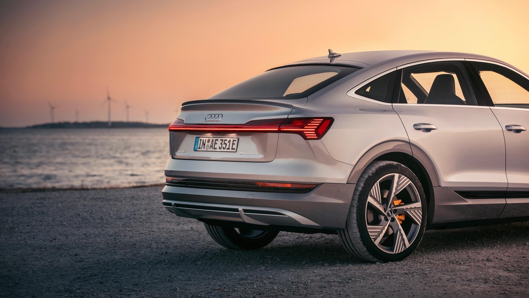 Audi e-tron Sportback traseiro