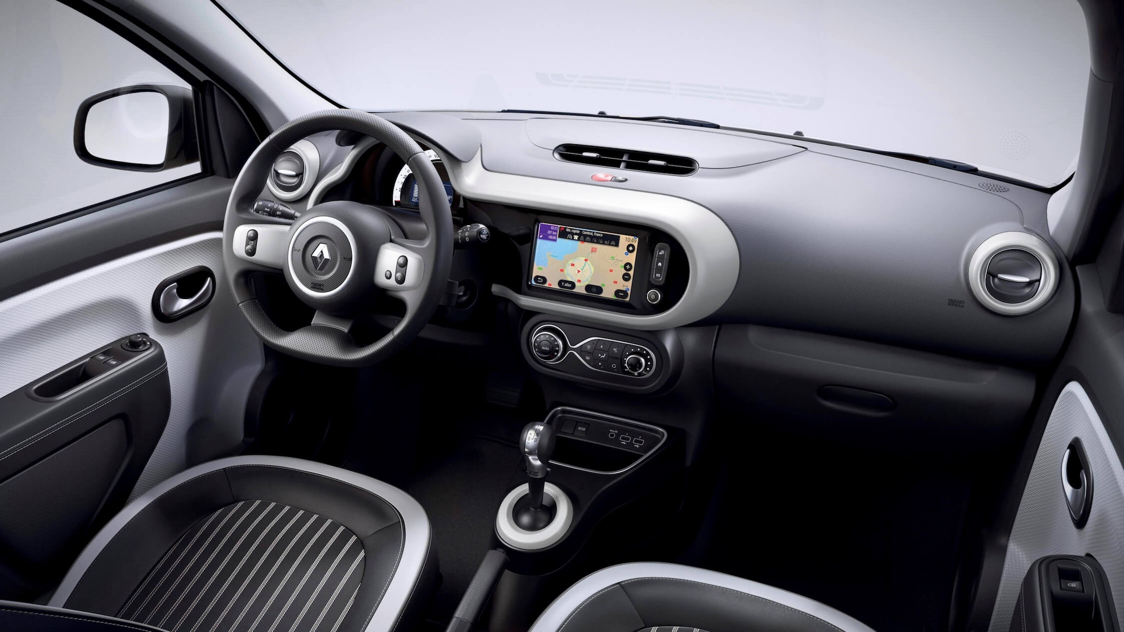 Renault Twingo ZE elétrico interior cinzento