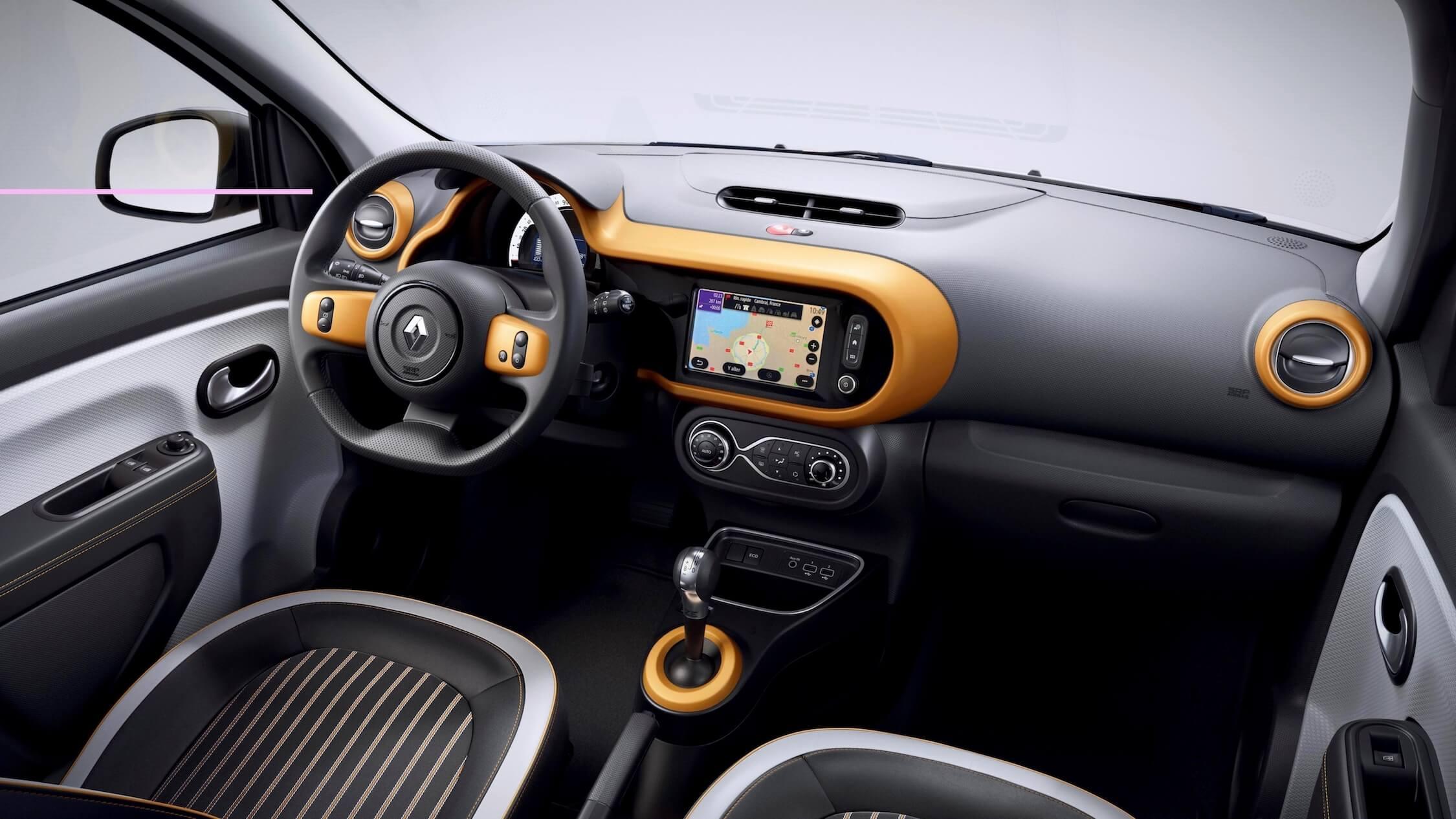Renault Twingo ZE elétrico interior laranja