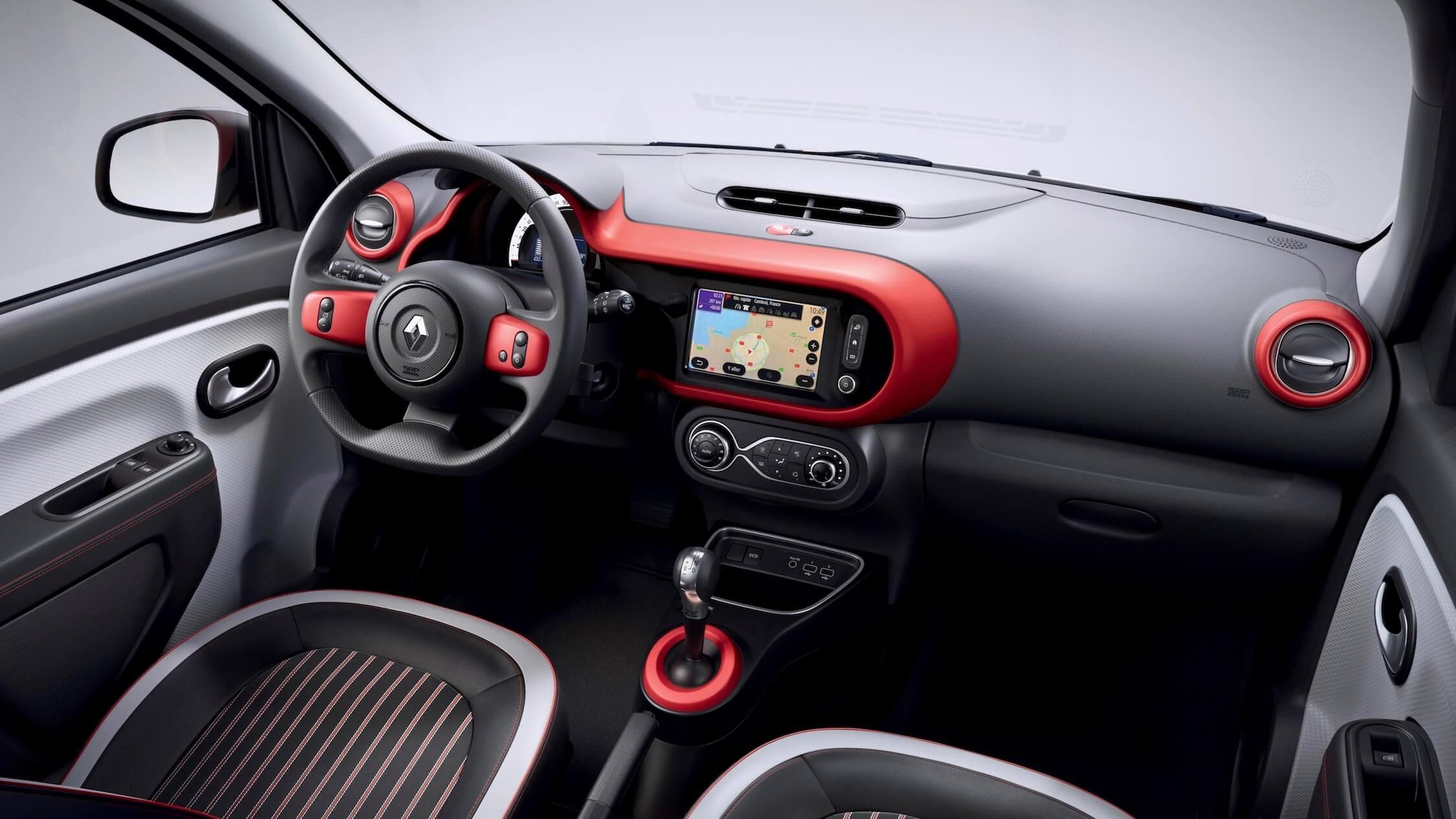 Renault Twingo ZE elétrico interior vermelho
