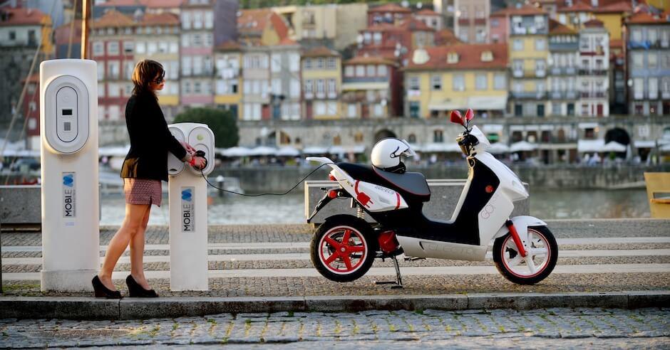 carregar motoneta elétrica