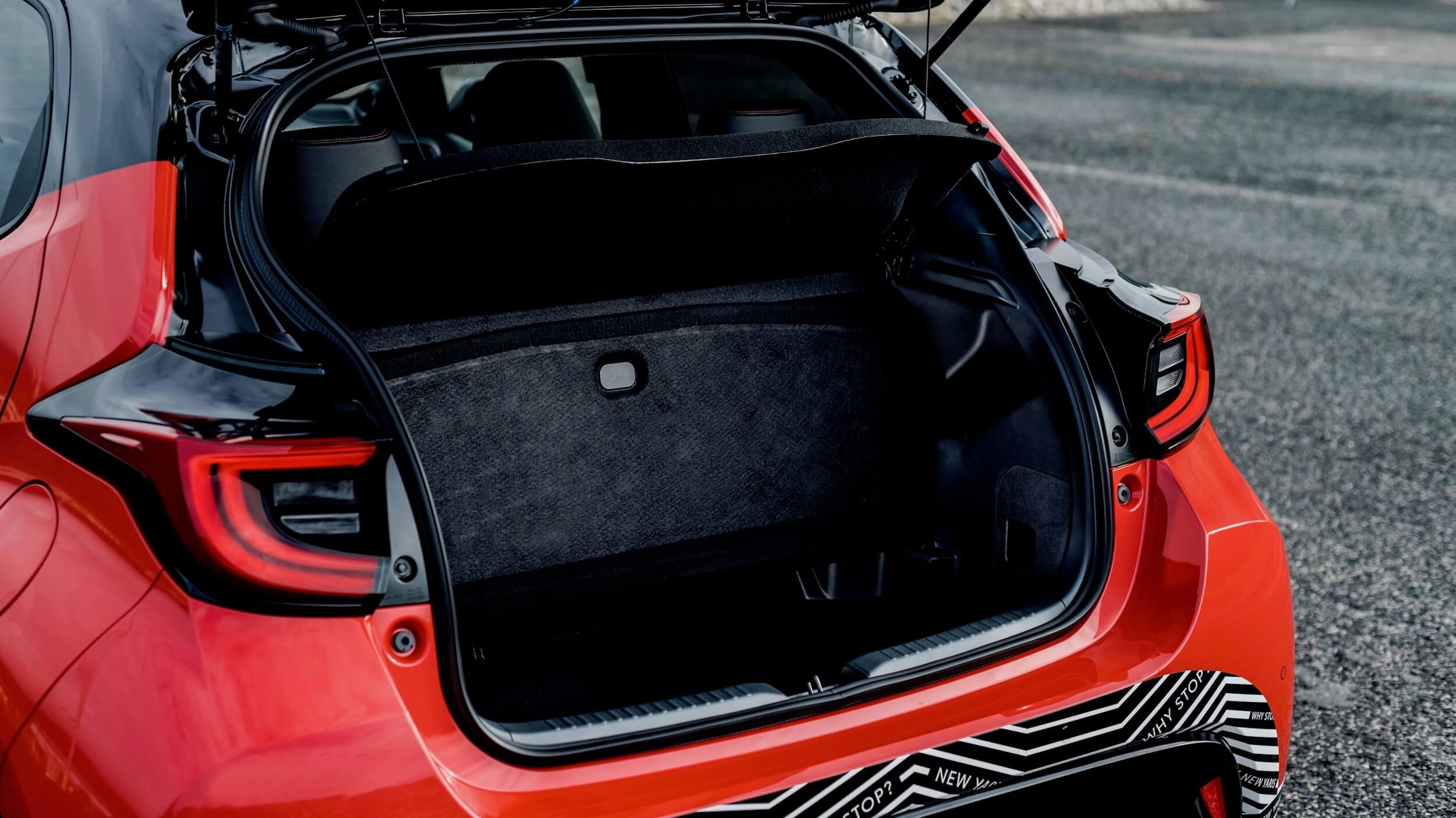2020 Toyota Yaris porta bagagens