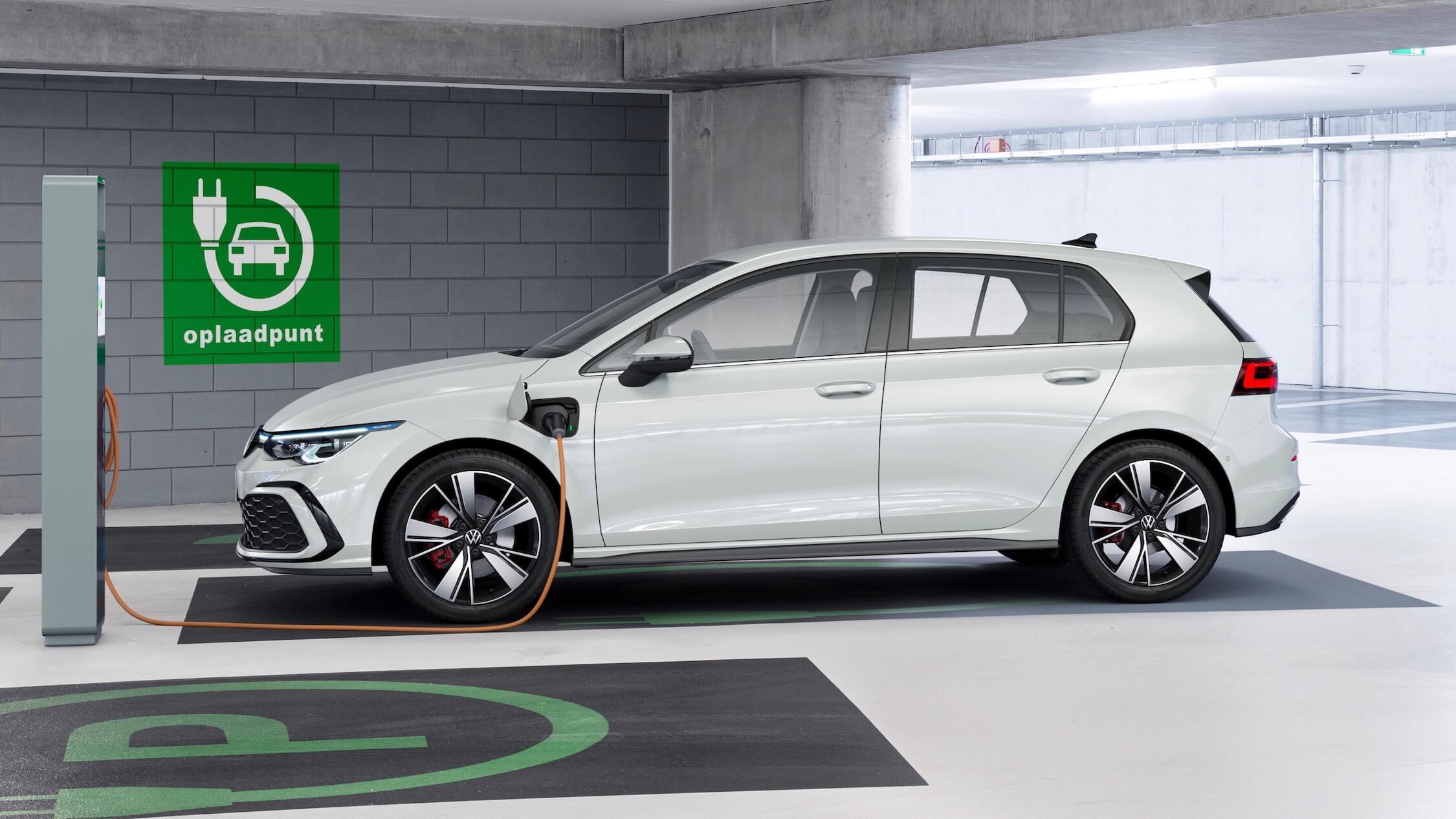 VW Golf GTE carregar