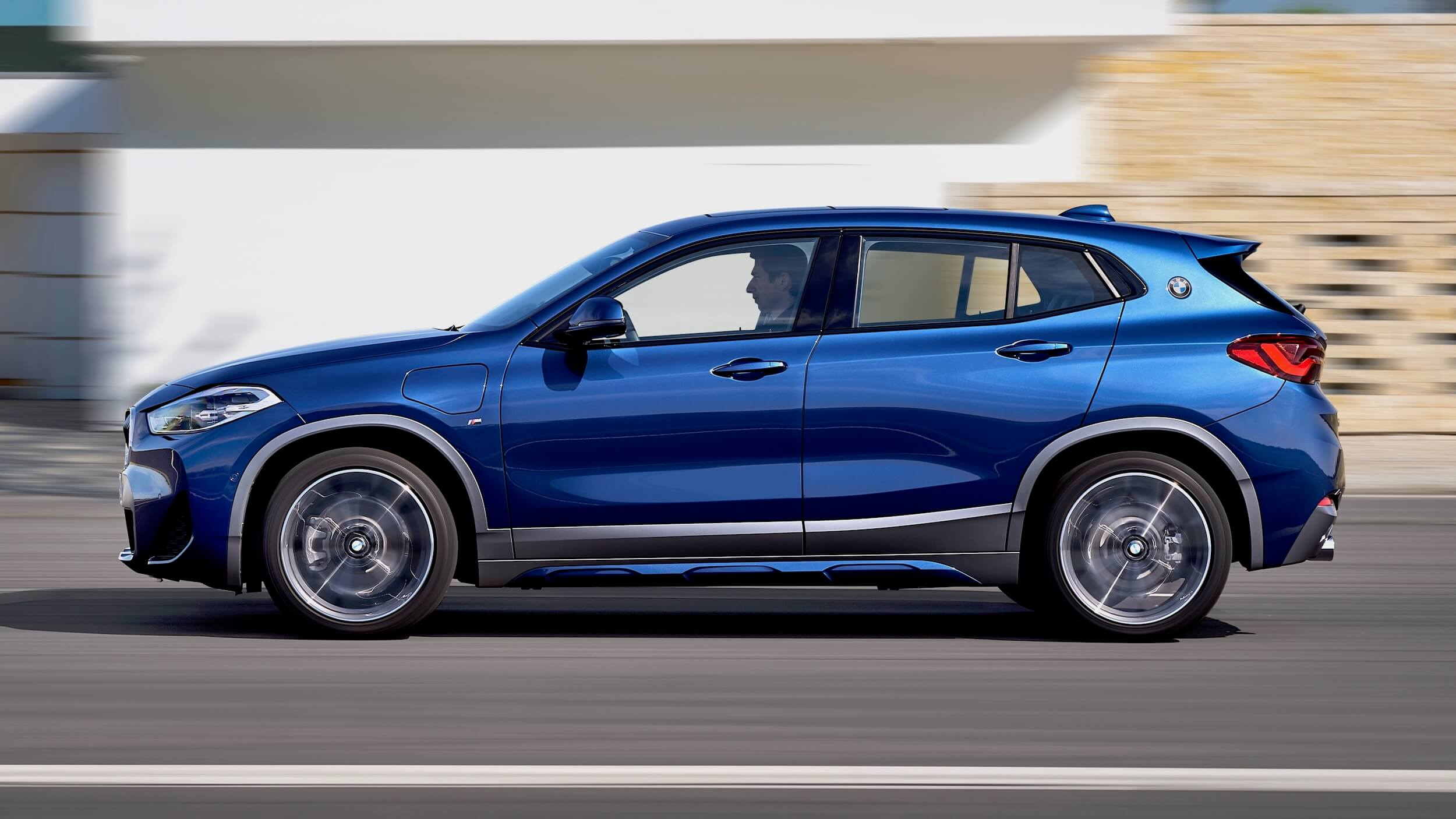 BMW X2 PHEV perfil