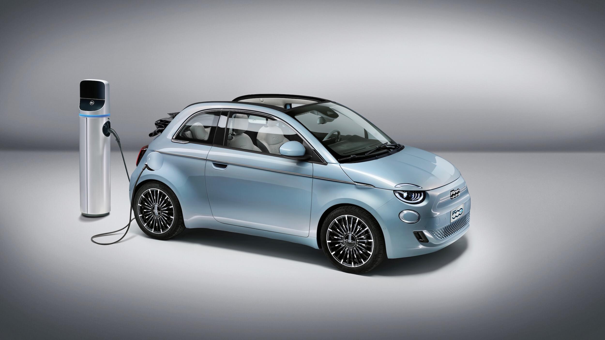 Fiat 500e elétrico posto de carregamento