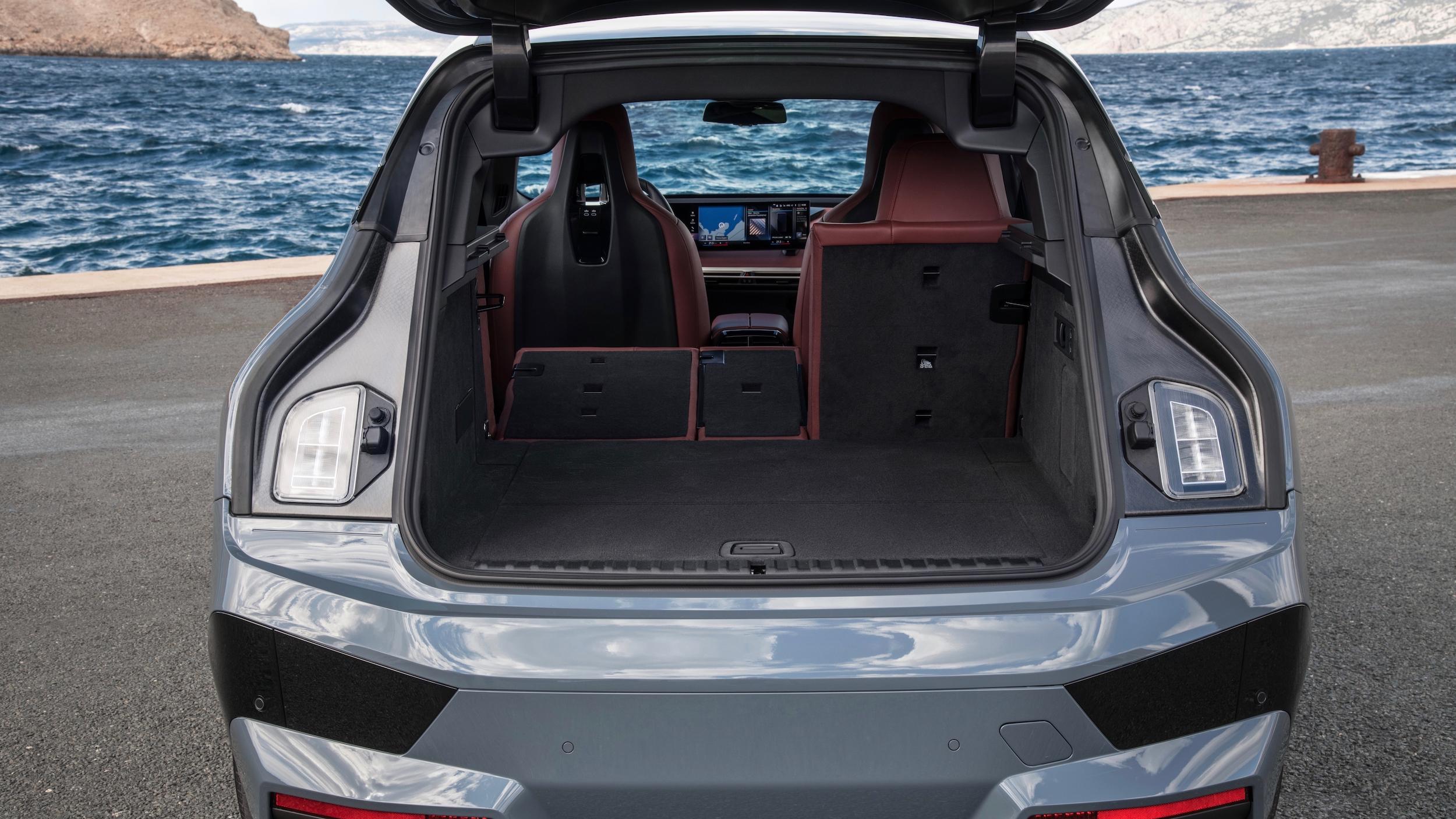 BMW iX bagageira 4