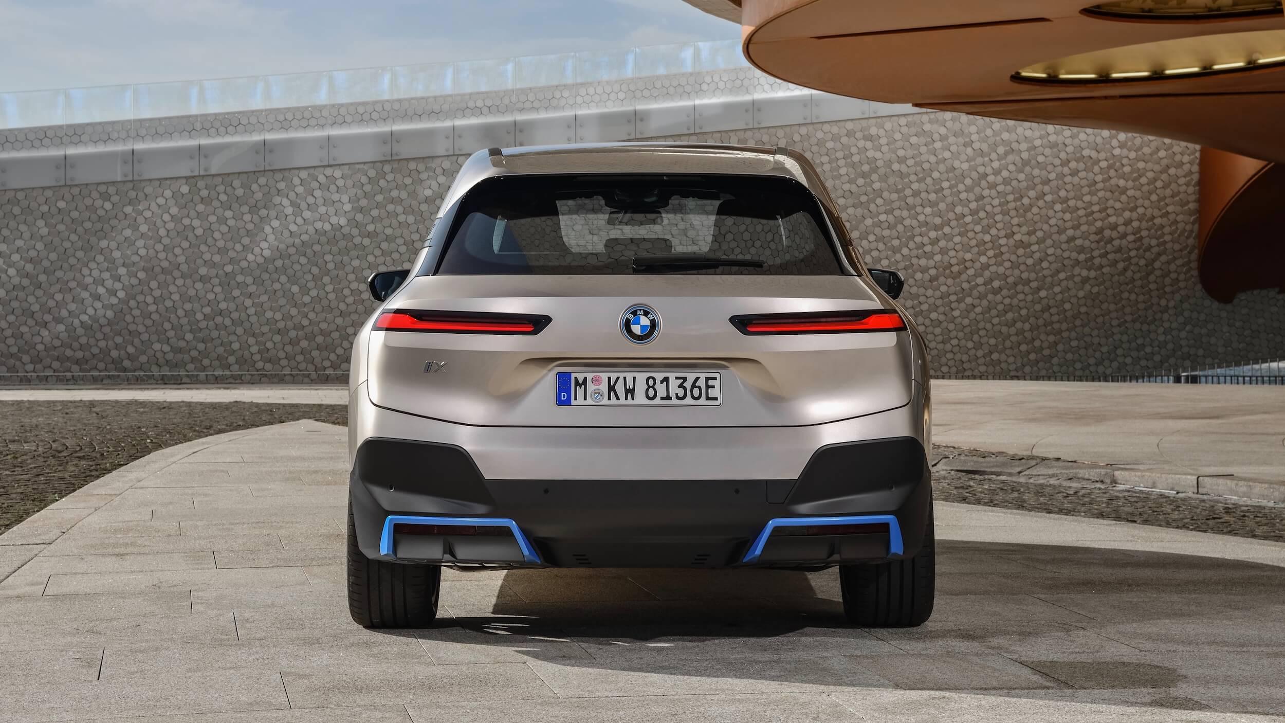BMW iX traseira