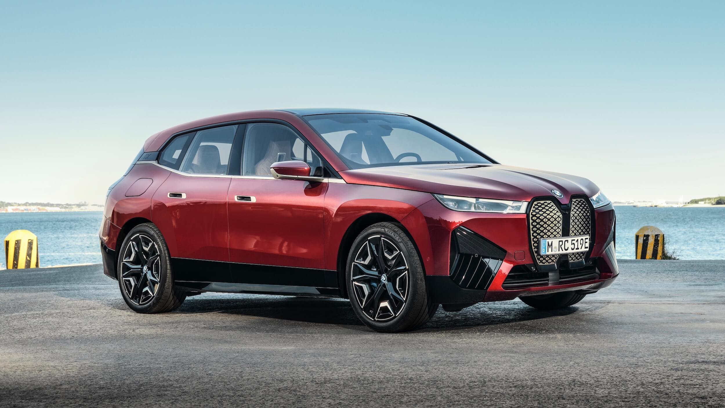 BMW iX vermelho 1