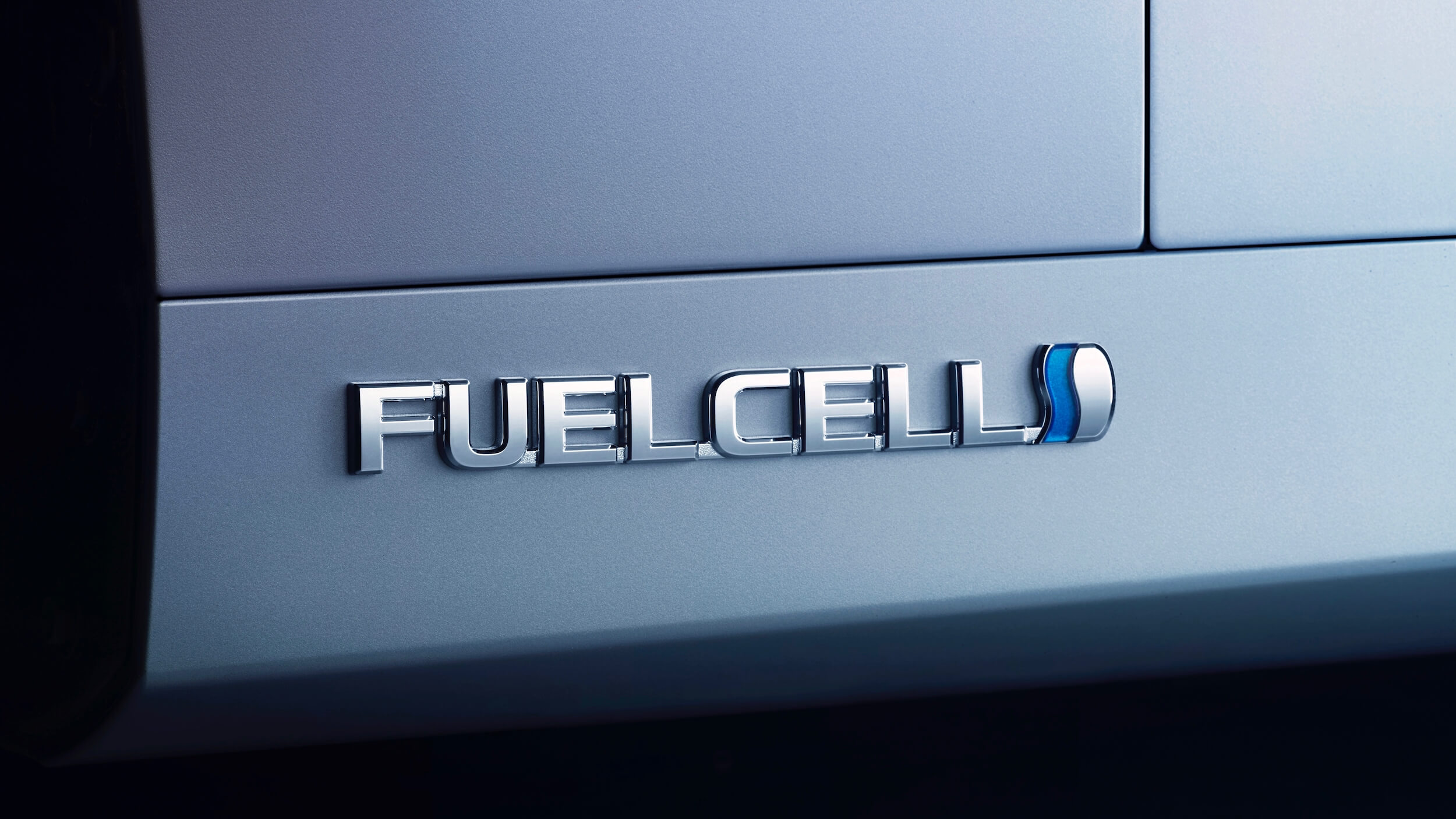 Toyota Mirai 2 fuel cell badge