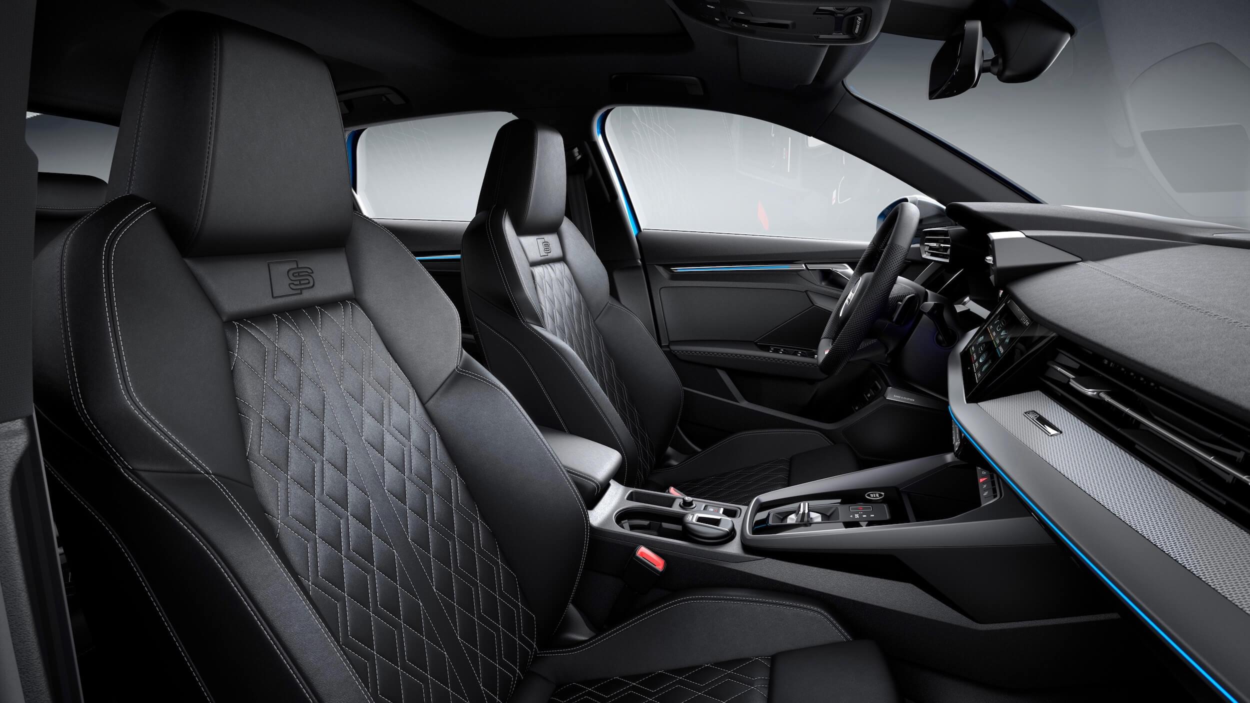 Audi A3 Sportback 40 TFSI e cadeiras