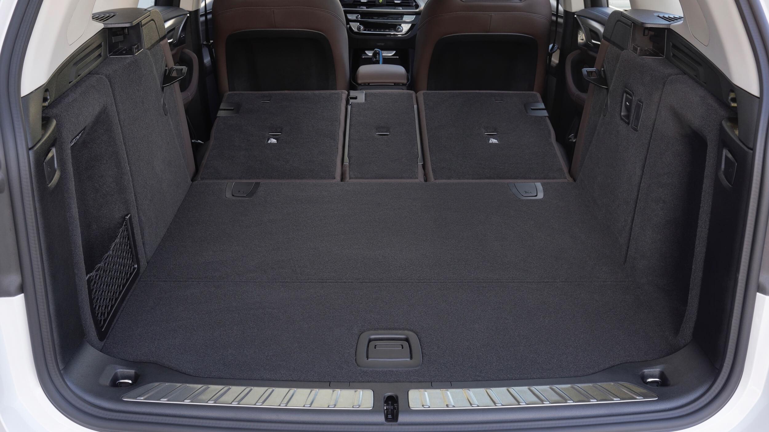 BMW iX3 bagageira