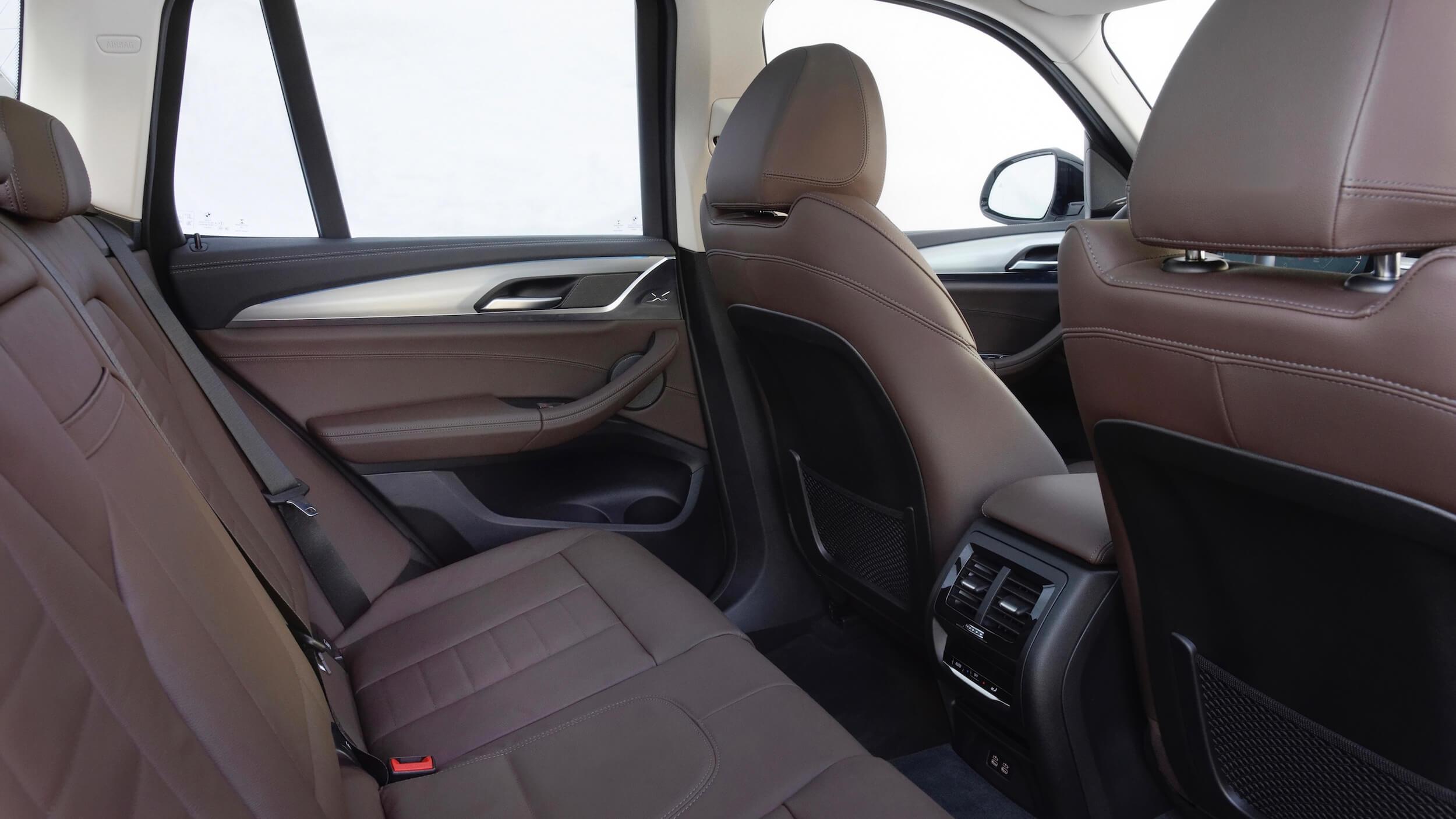 BMW iX3 banco traseiro