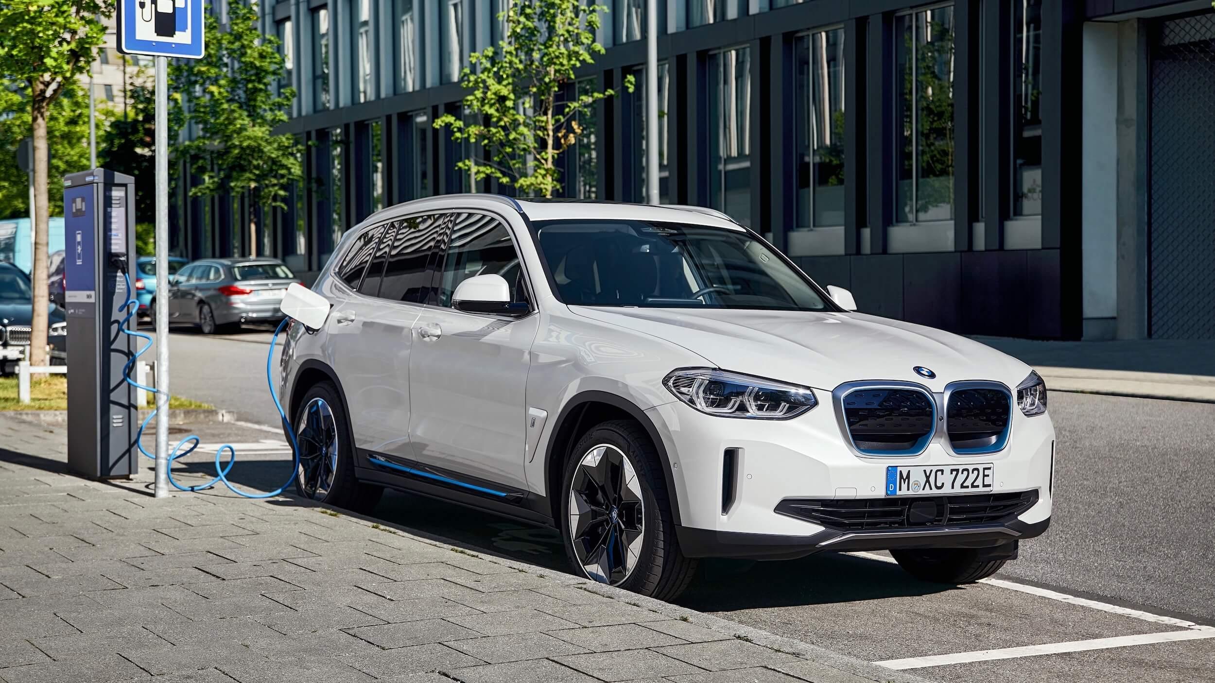 BMW iX3 carregar