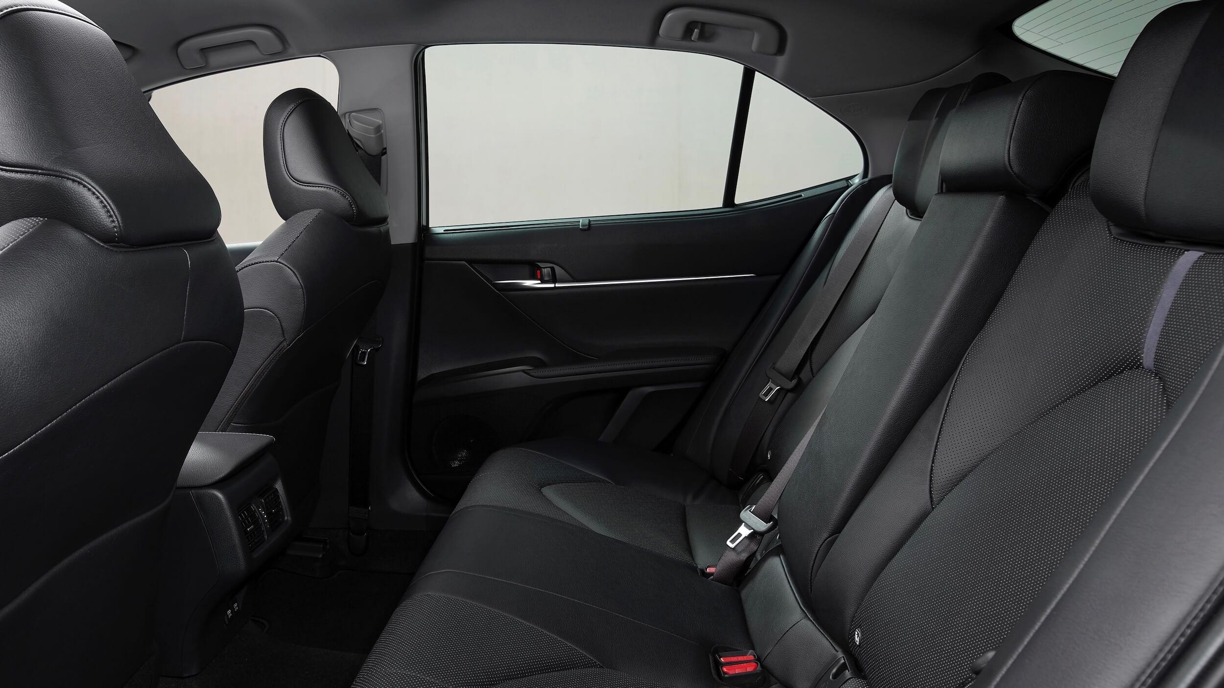 Toyota Camry Hybrid 2021 bancos traseiros